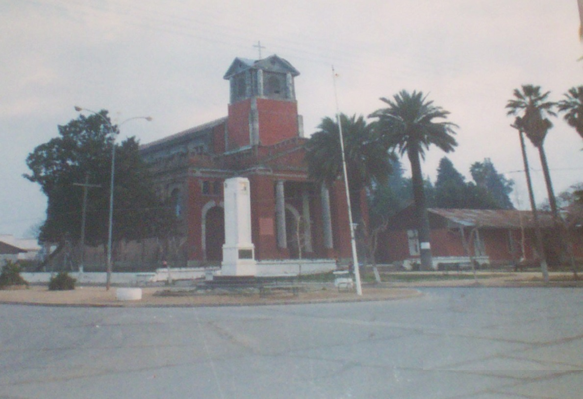 Enterreno - Fotos históricas de chile - fotos antiguas de Chile - Iglesia de Nancagua en 1984