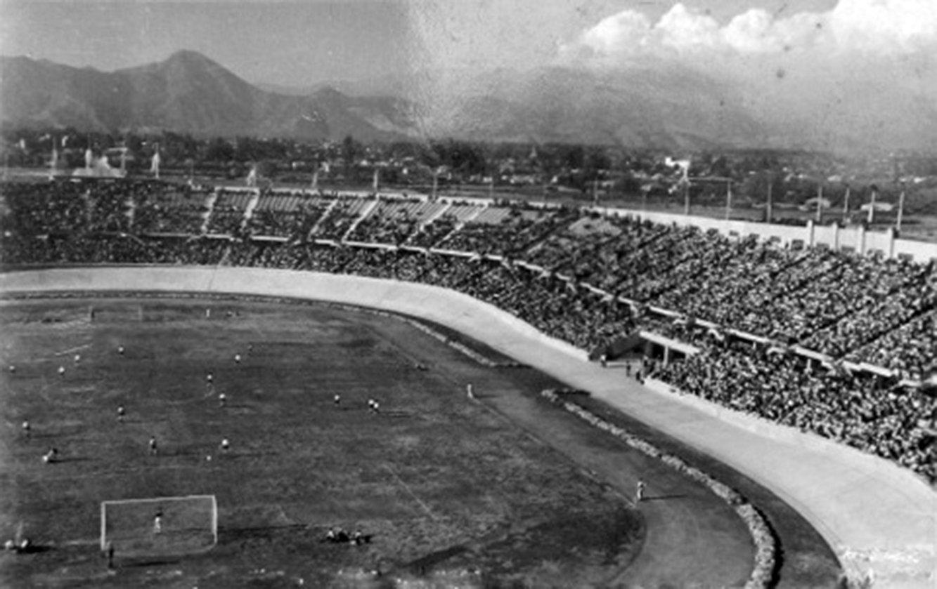 Enterreno - Fotos históricas de chile - fotos antiguas de Chile - Estadio Nacional en 1958