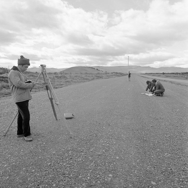 Enterreno - Fotos históricas de chile - fotos antiguas de Chile - Construcción de la ruta 9, en 1966