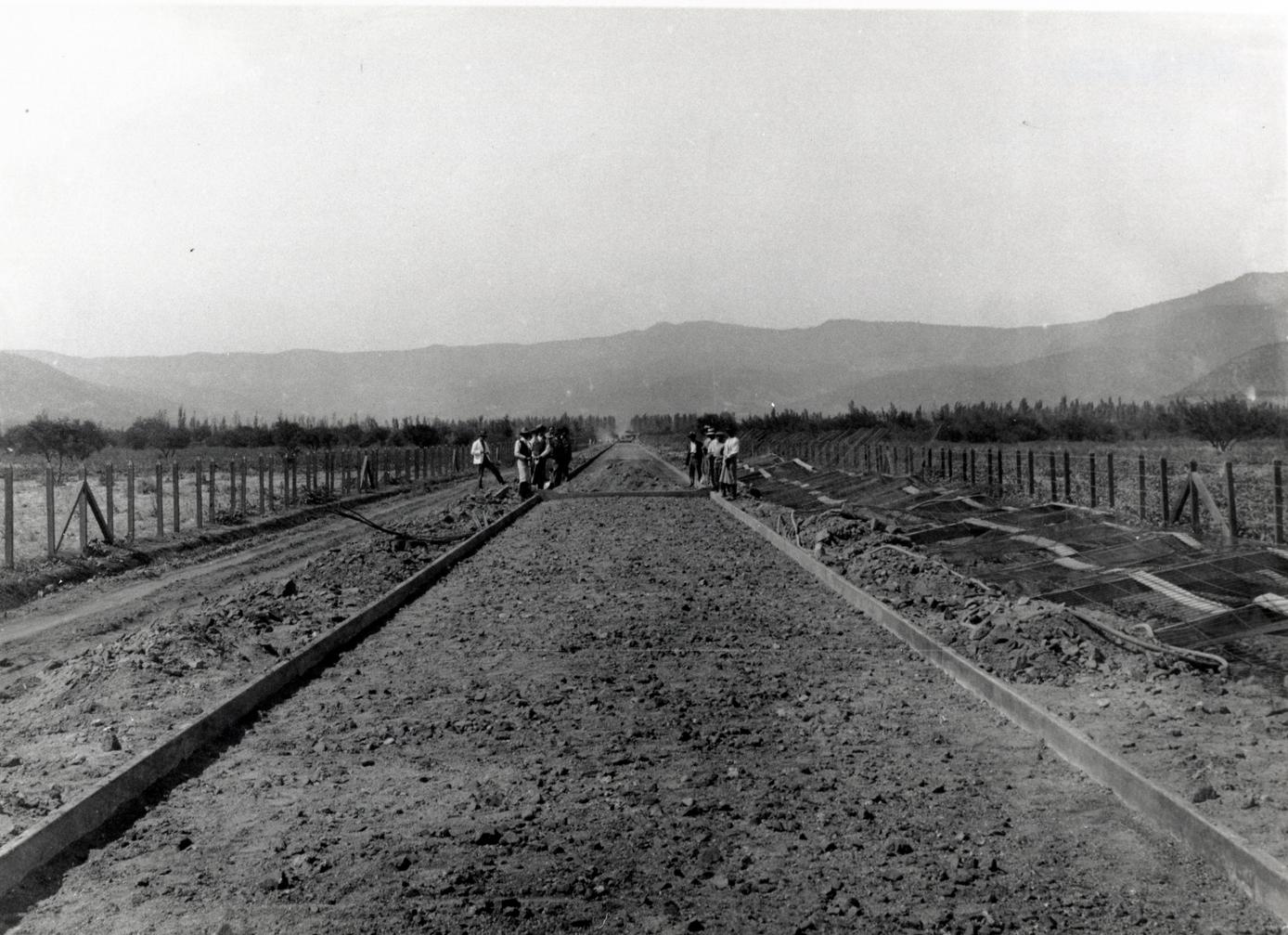 Enterreno - Fotos históricas de chile - fotos antiguas de Chile - Construcción de camino ca. 1915