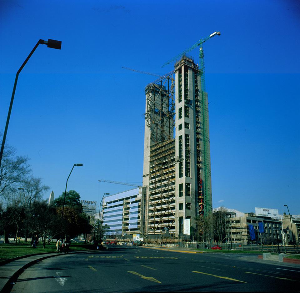 Enterreno - Fotos históricas de chile - fotos antiguas de Chile - Edificio Torre Telefónica en 1995