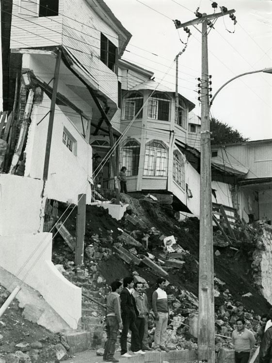 Enterreno - Fotos históricas de chile - fotos antiguas de Chile - Casas de San Antonio después del terremoto de 1985