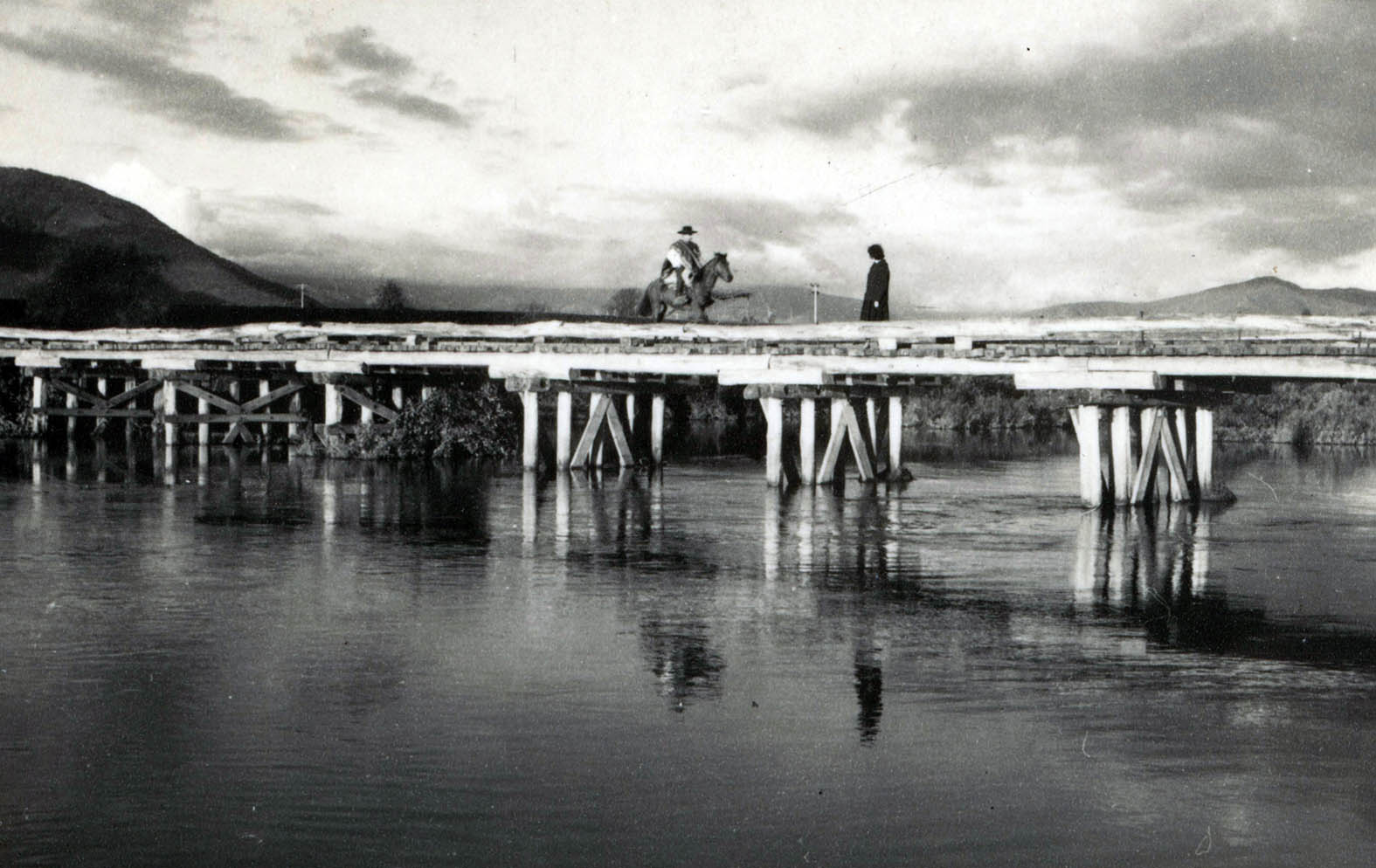 Enterreno - Fotos históricas de chile - fotos antiguas de Chile - Puente Río Laraquete en 1964