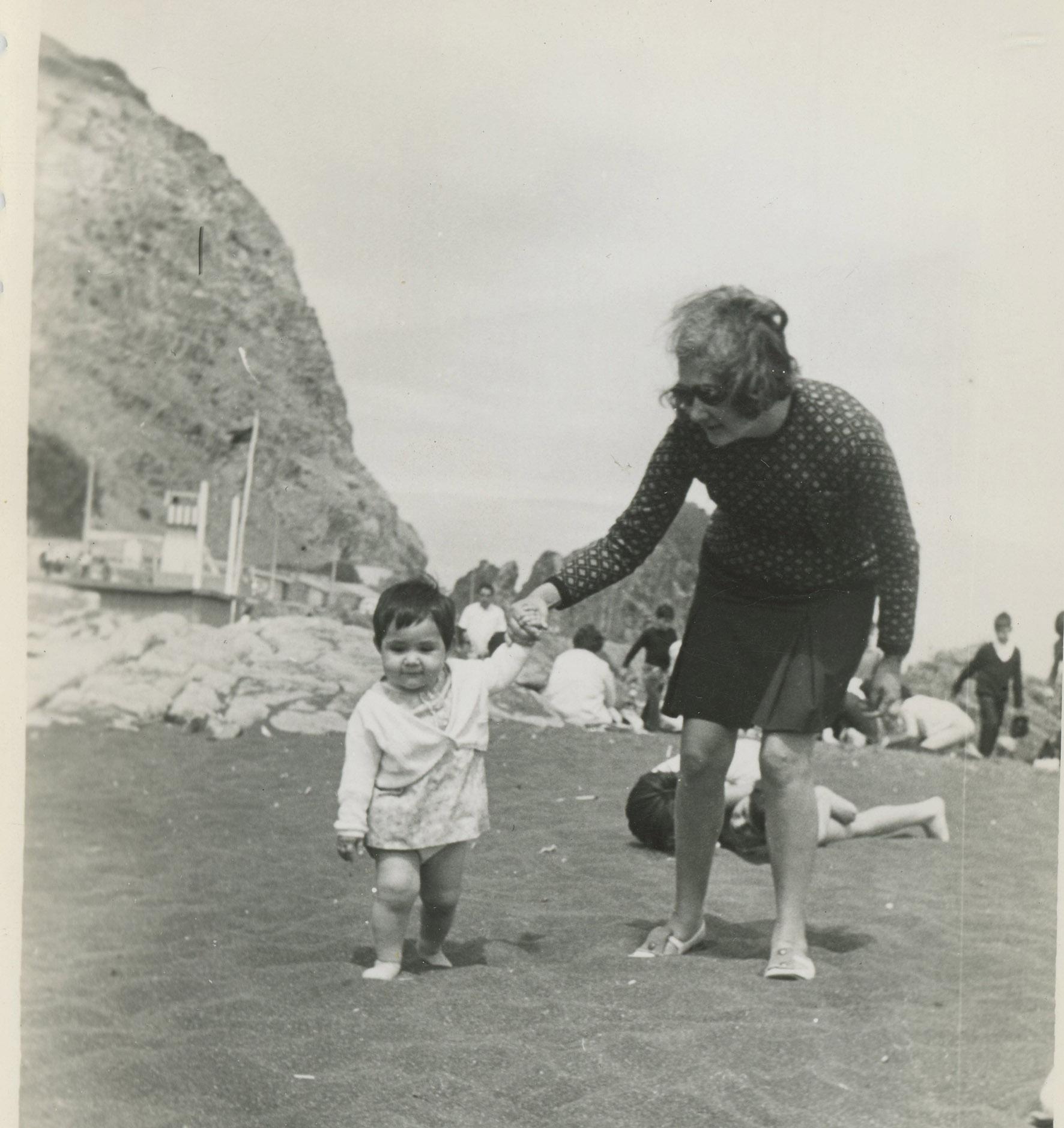 Enterreno - Fotos históricas de chile - fotos antiguas de Chile - Verano en la playa de constitución en 1969