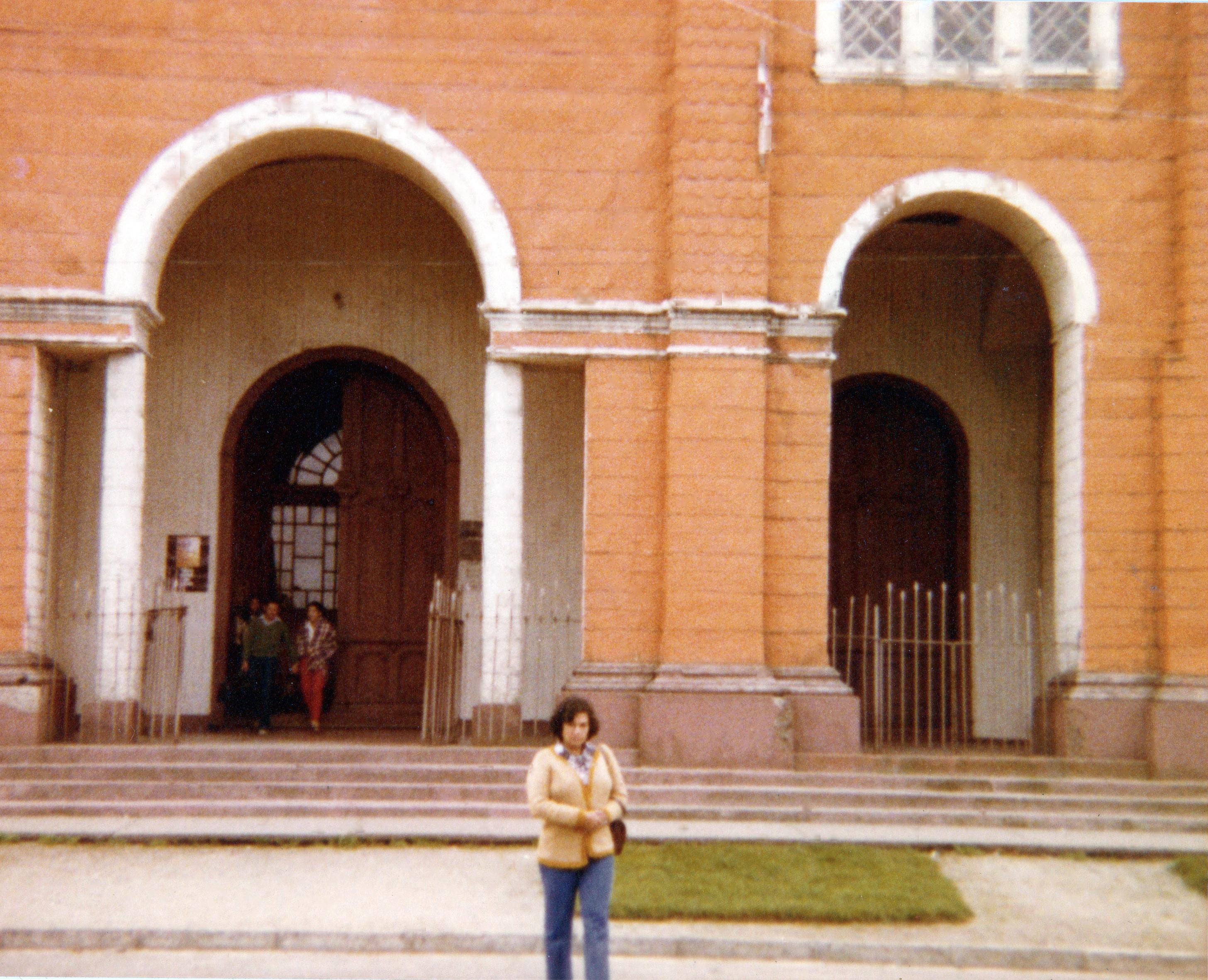 Enterreno - Fotos históricas de chile - fotos antiguas de Chile - Iglesia de Castro en 1980