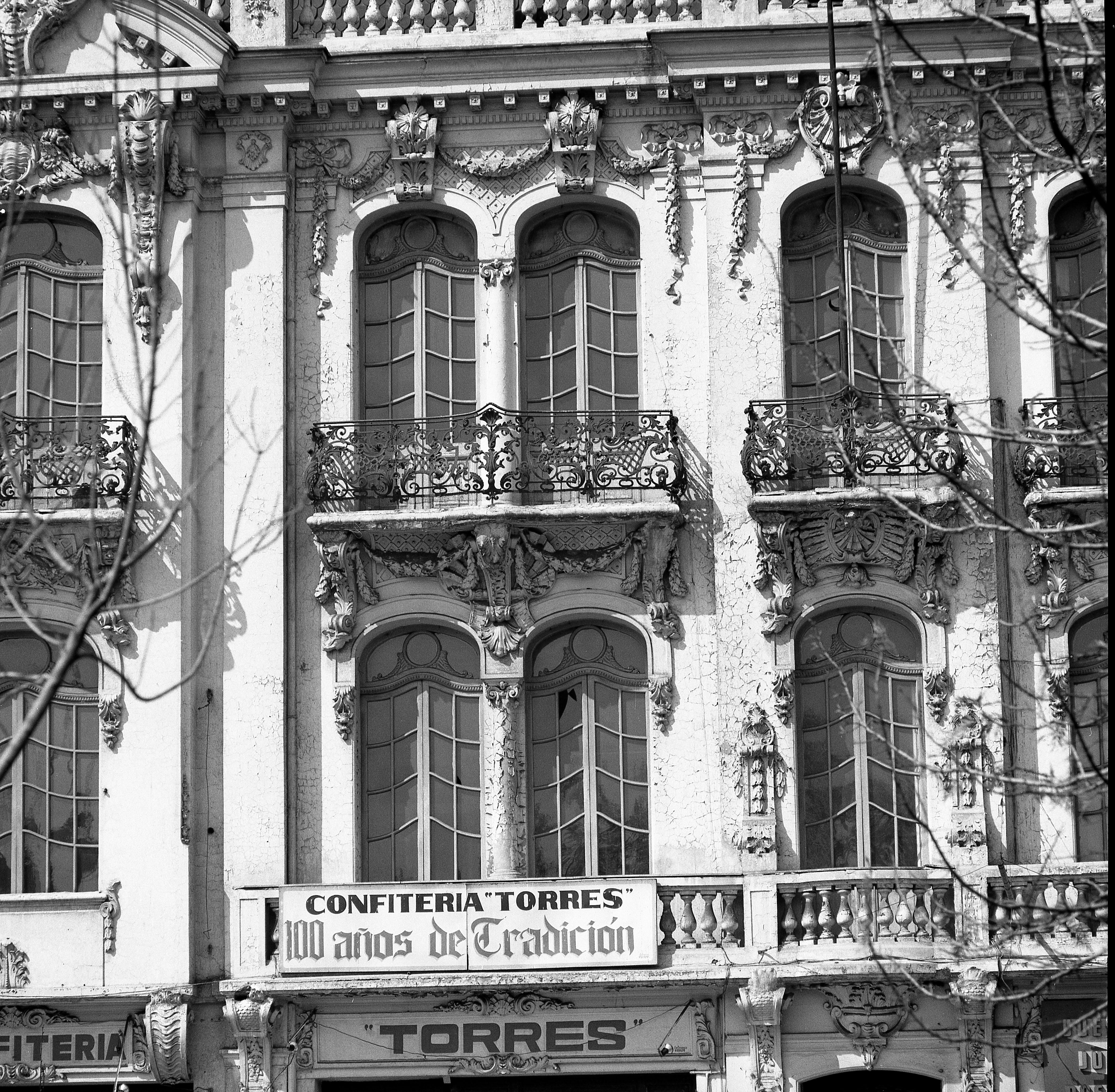 Enterreno - Fotos históricas de chile - fotos antiguas de Chile - Palacio Íñiguez de Santiago, 1975