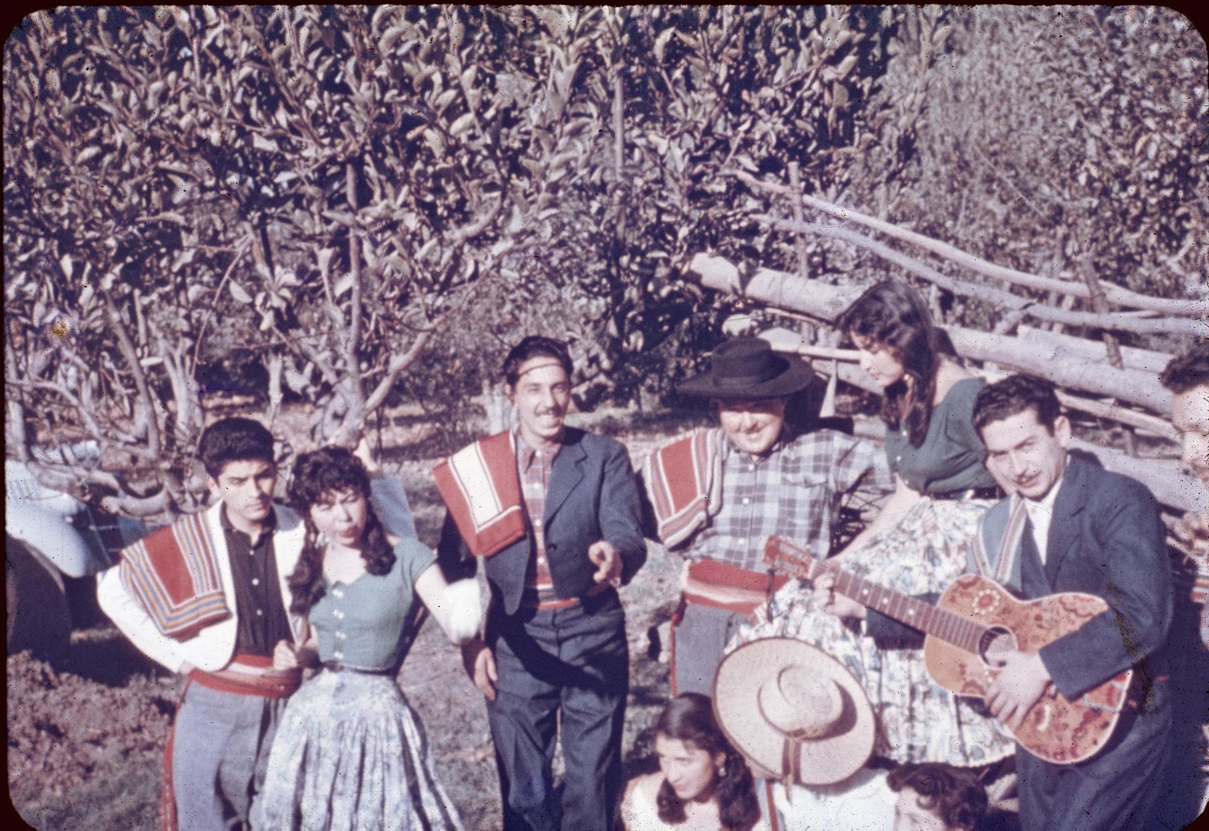 Enterreno - Fotos históricas de chile - fotos antiguas de Chile - Huasos en Curicó en los 60