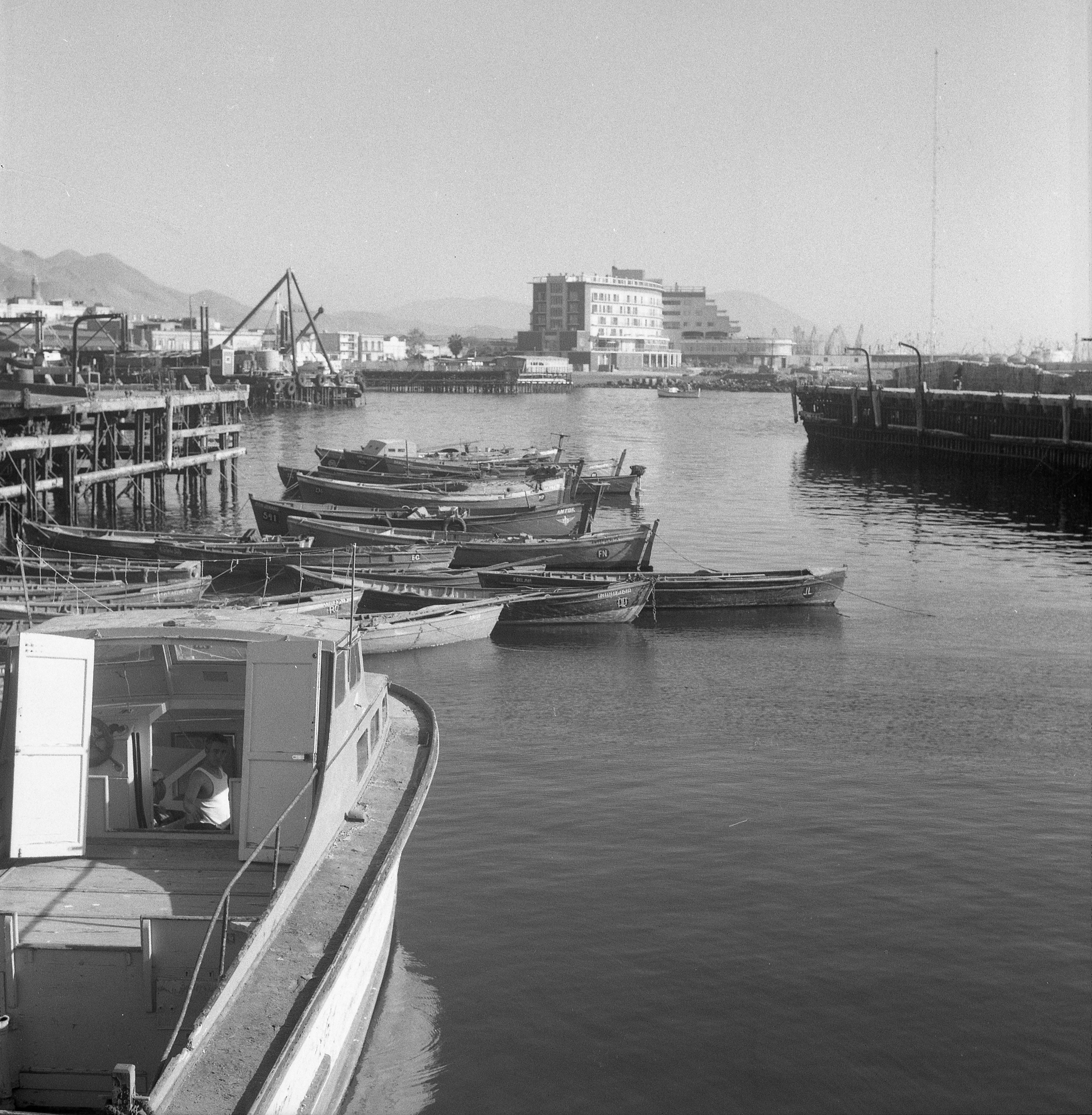 Enterreno - Fotos históricas de chile - fotos antiguas de Chile - Puerto Pesquero de Antofagasta en 1972