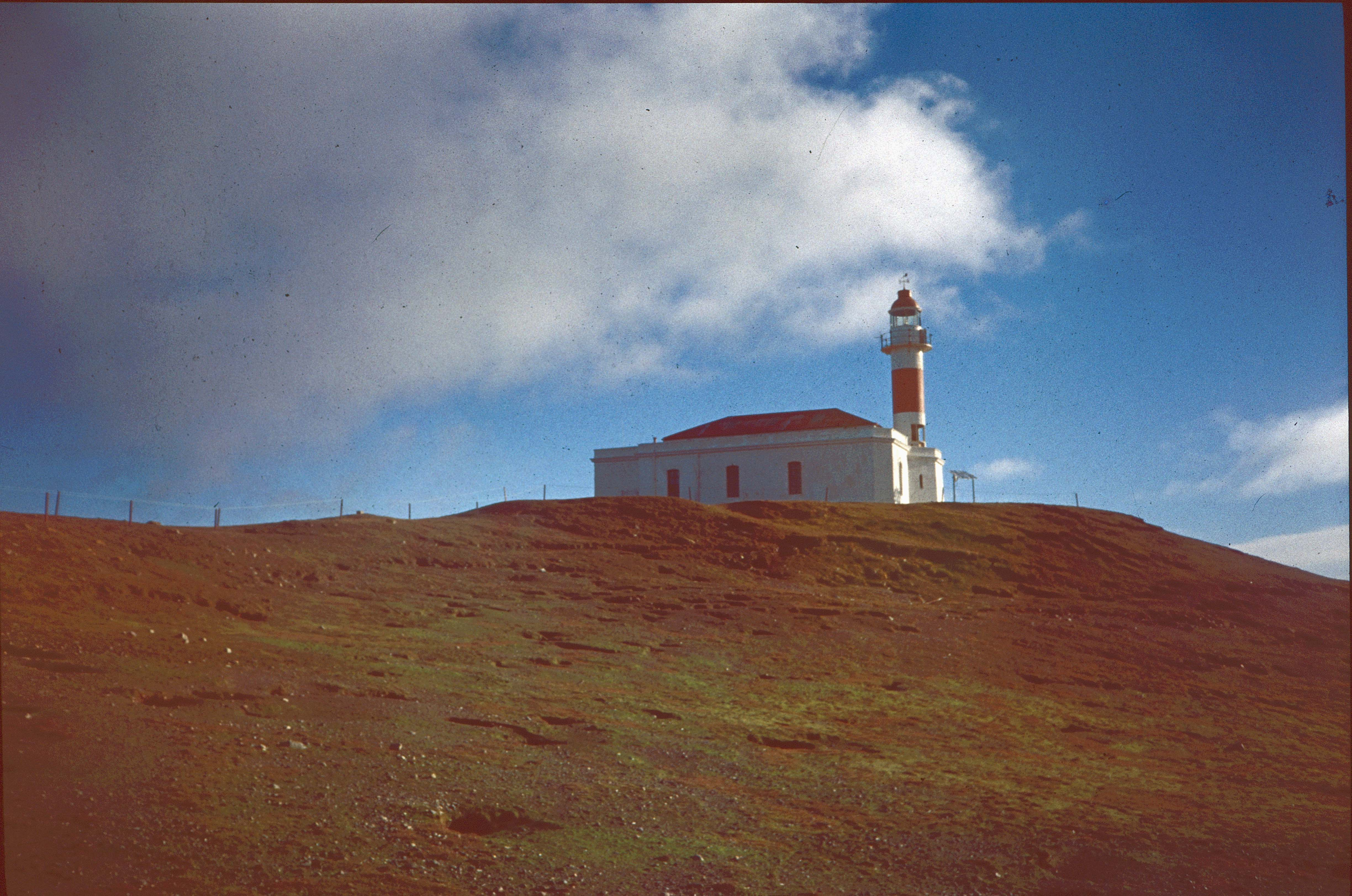 Enterreno - Fotos históricas de chile - fotos antiguas de Chile - Faro Punta Delgada en los 90s.
