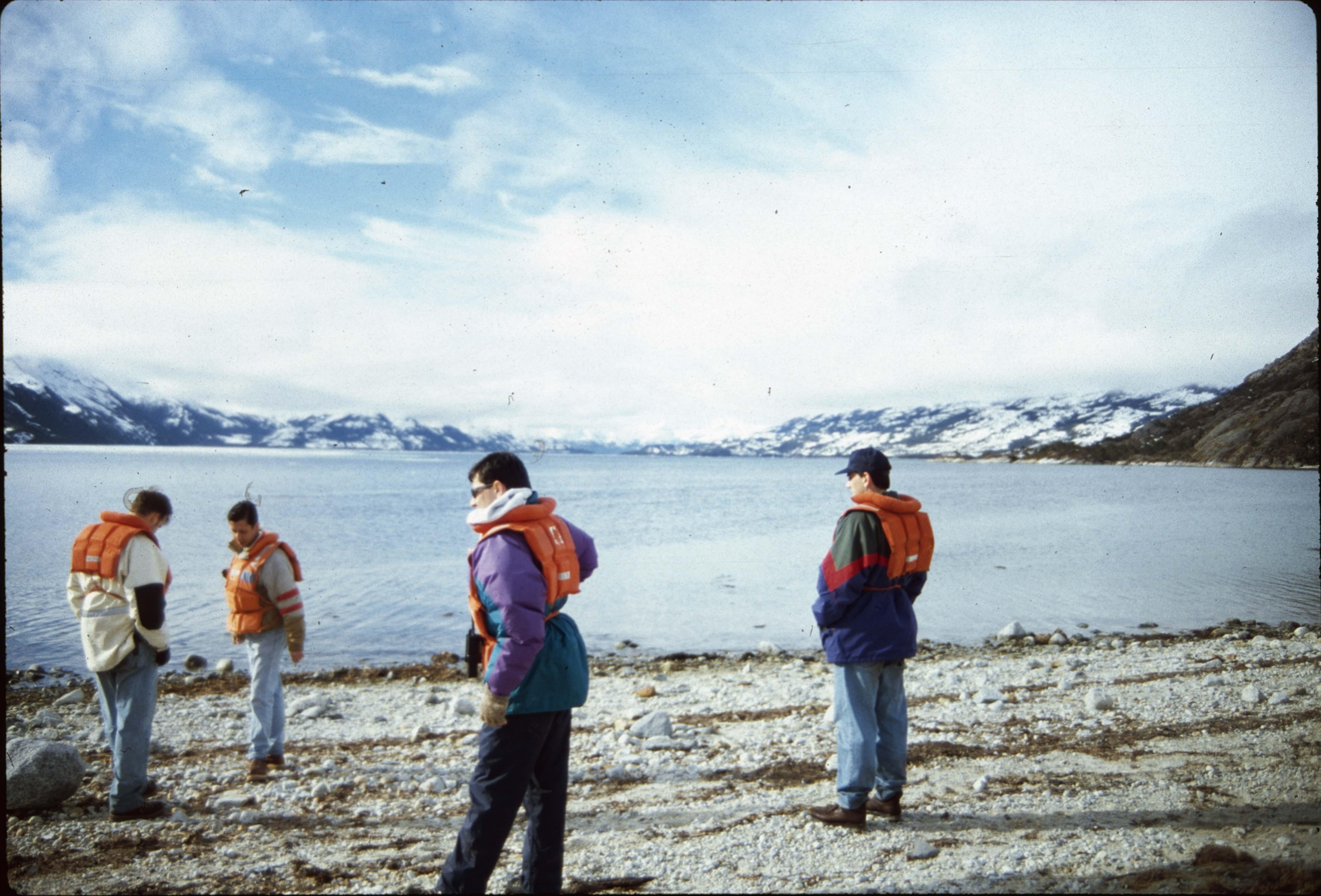 Enterreno - Fotos históricas de chile - fotos antiguas de Chile - Turistas en el Estrecho de Magallanes, 1990