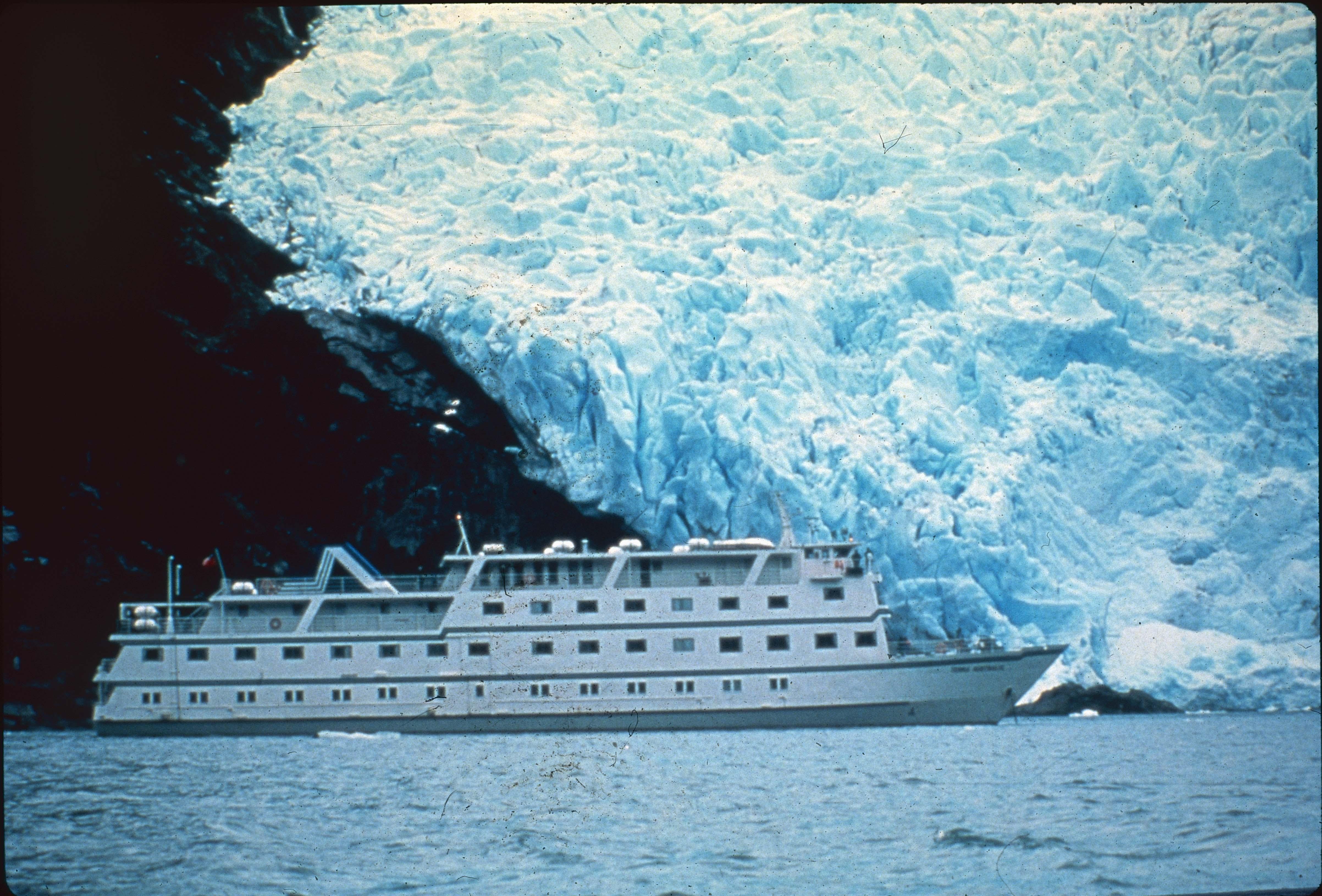 Enterreno - Fotos históricas de chile - fotos antiguas de Chile - Crucero y glaciar en los 90s