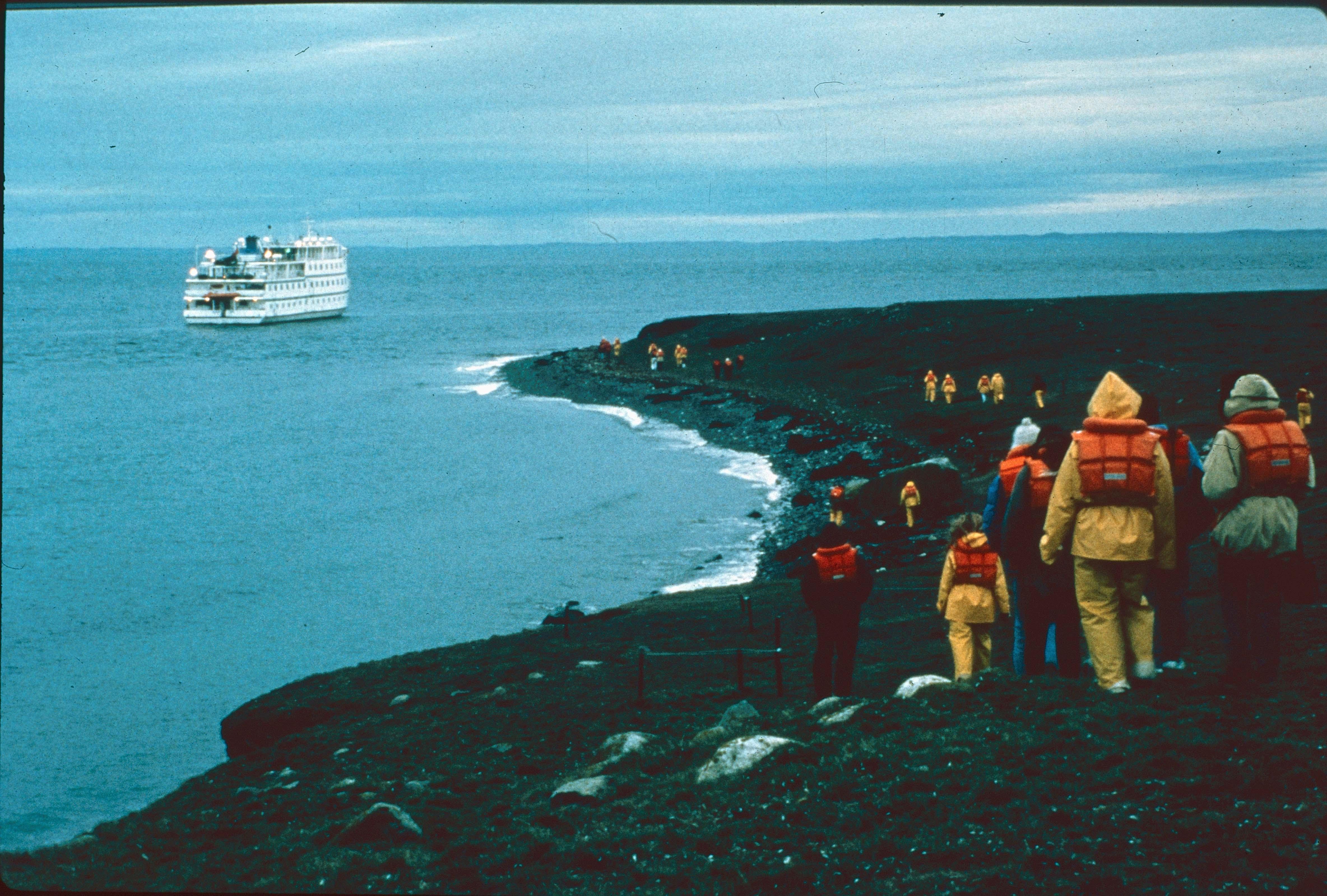 Enterreno - Fotos históricas de chile - fotos antiguas de Chile - Crucero en el extremo Sur de Chile en los 90s