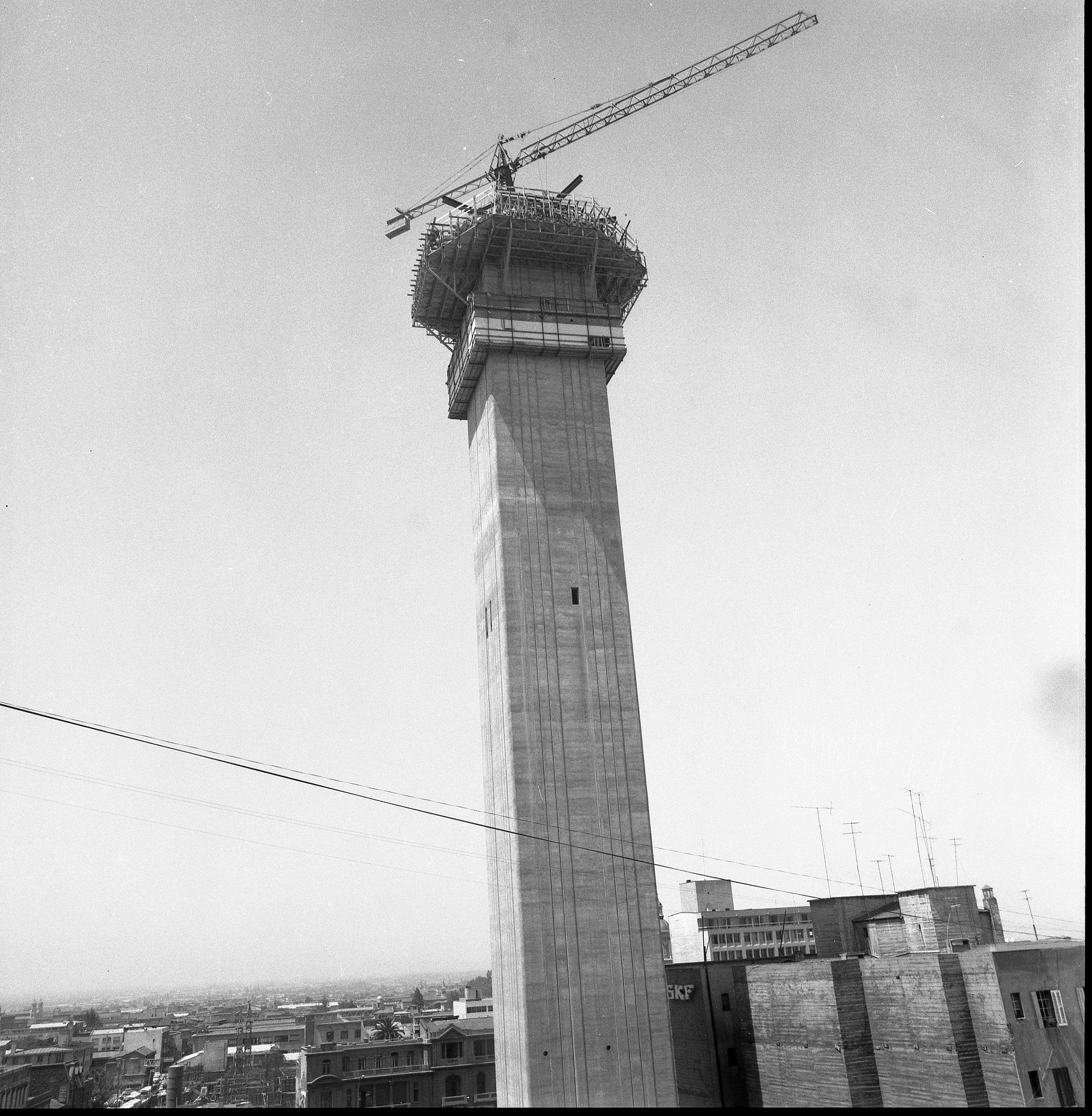Enterreno - Fotos históricas de chile - fotos antiguas de Chile - Construcción de la Torre Entel en 1972