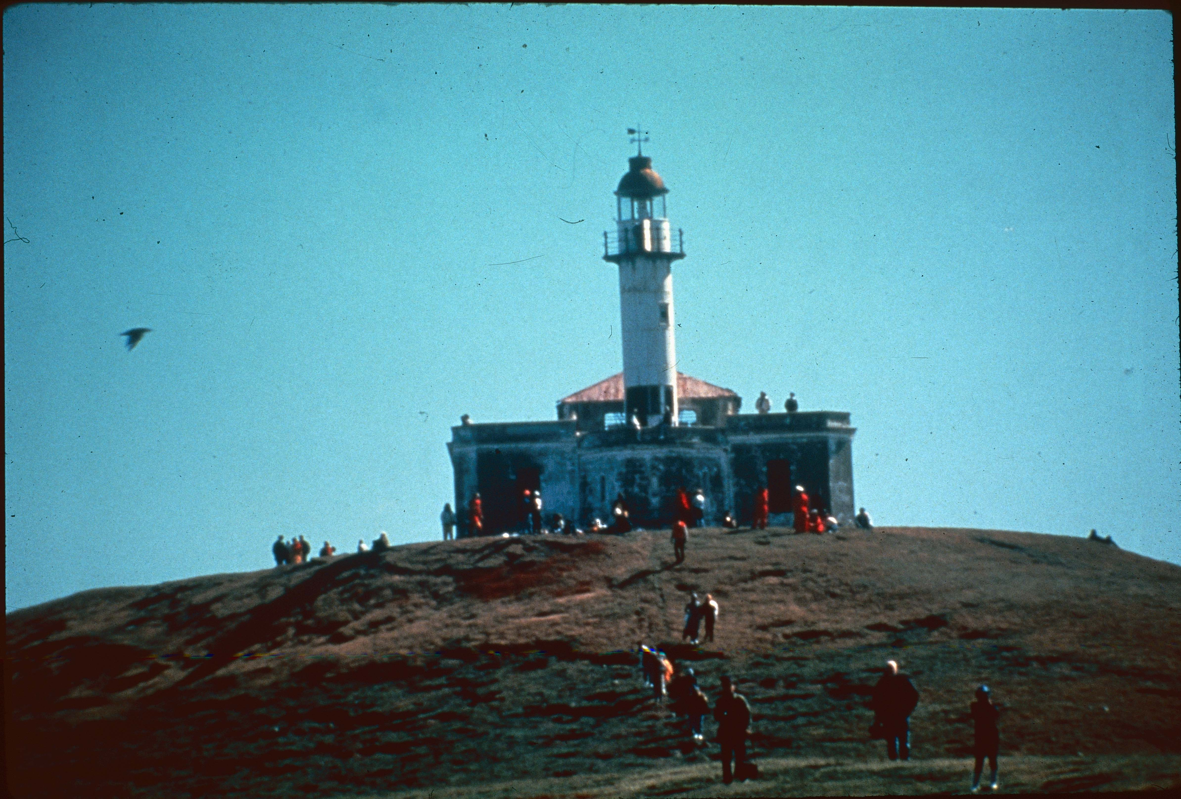 Enterreno - Fotos históricas de chile - fotos antiguas de Chile - Faro Punta Delgada en 1990