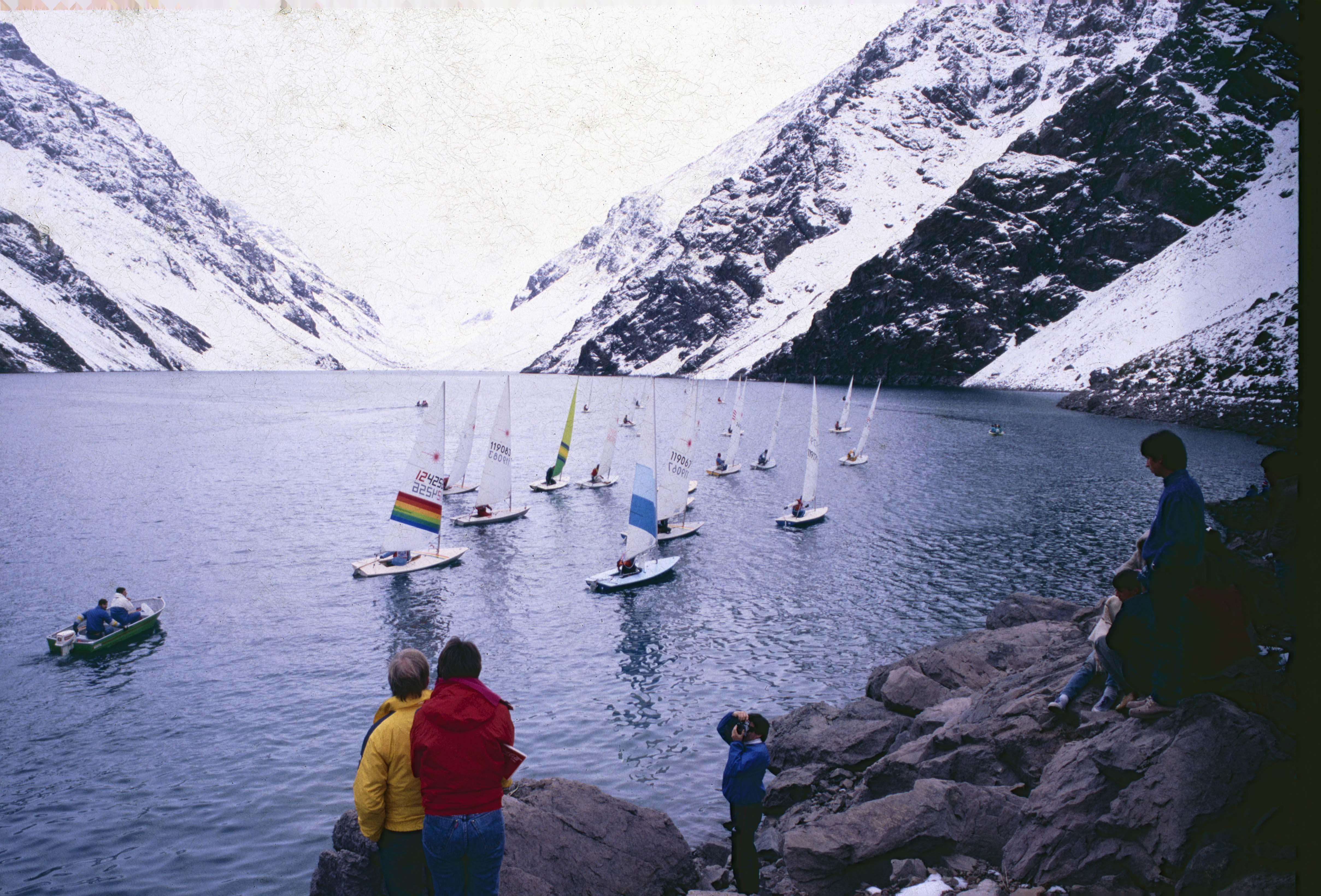 Enterreno - Fotos históricas de chile - fotos antiguas de Chile - Regata Laguna del Inca en 1991