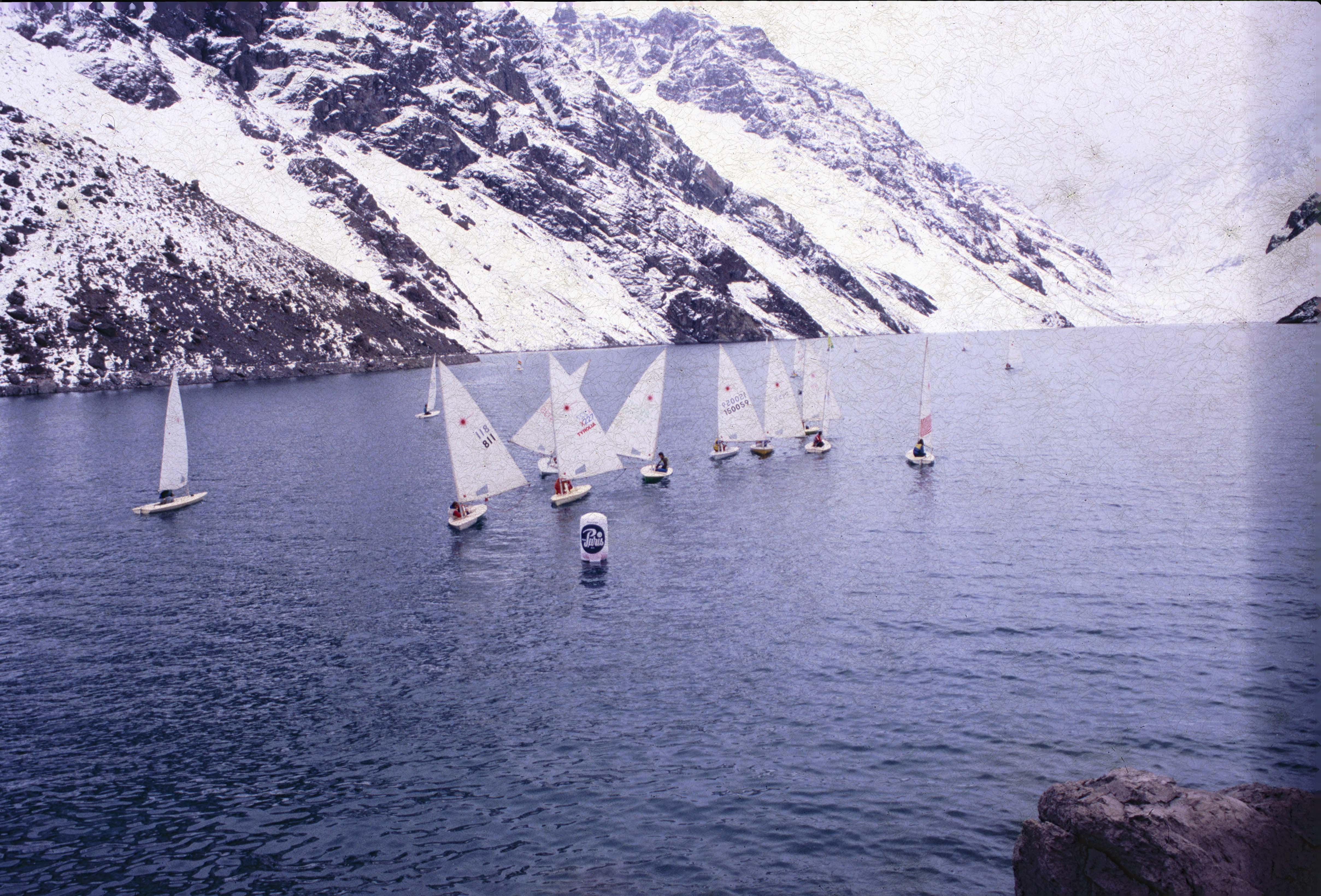 Enterreno - Fotos históricas de chile - fotos antiguas de Chile - Regata Laguna del Inca en 1991