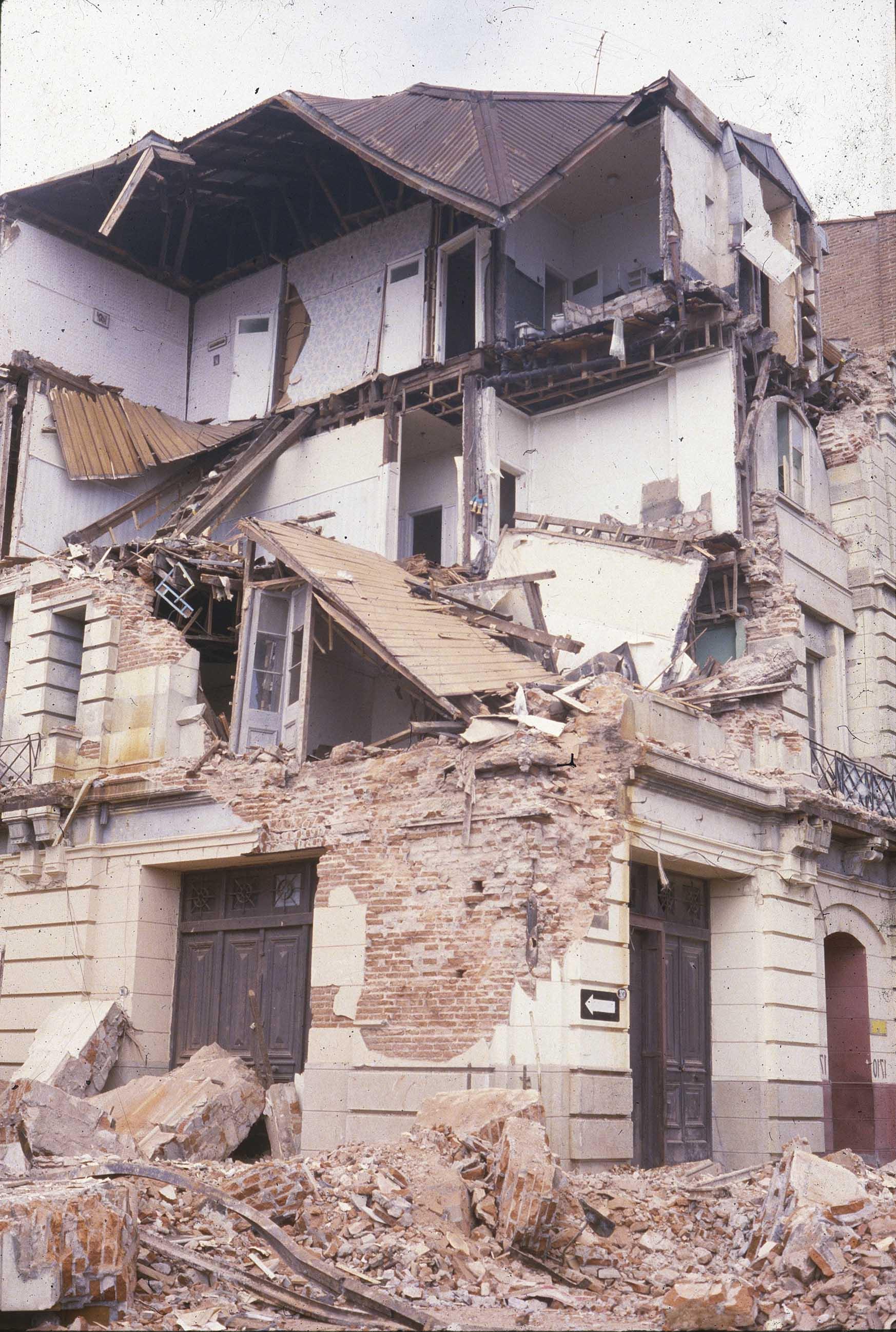 Enterreno - Fotos históricas de chile - fotos antiguas de Chile - Efectos del terremoto de 1985 en Valparaíso