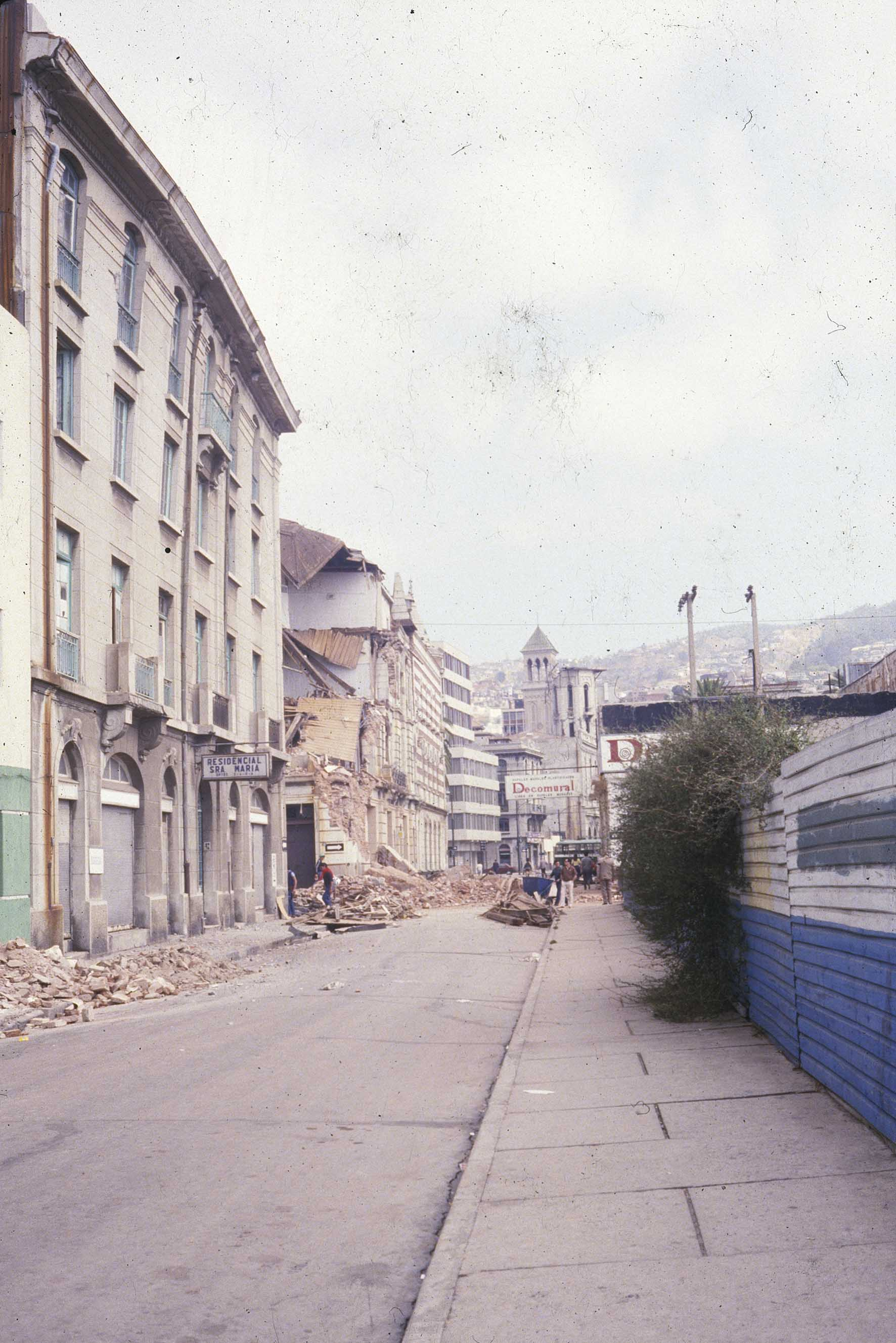 Enterreno - Fotos históricas de chile - fotos antiguas de Chile - Calle Edwards de  Valparaíso en 1985