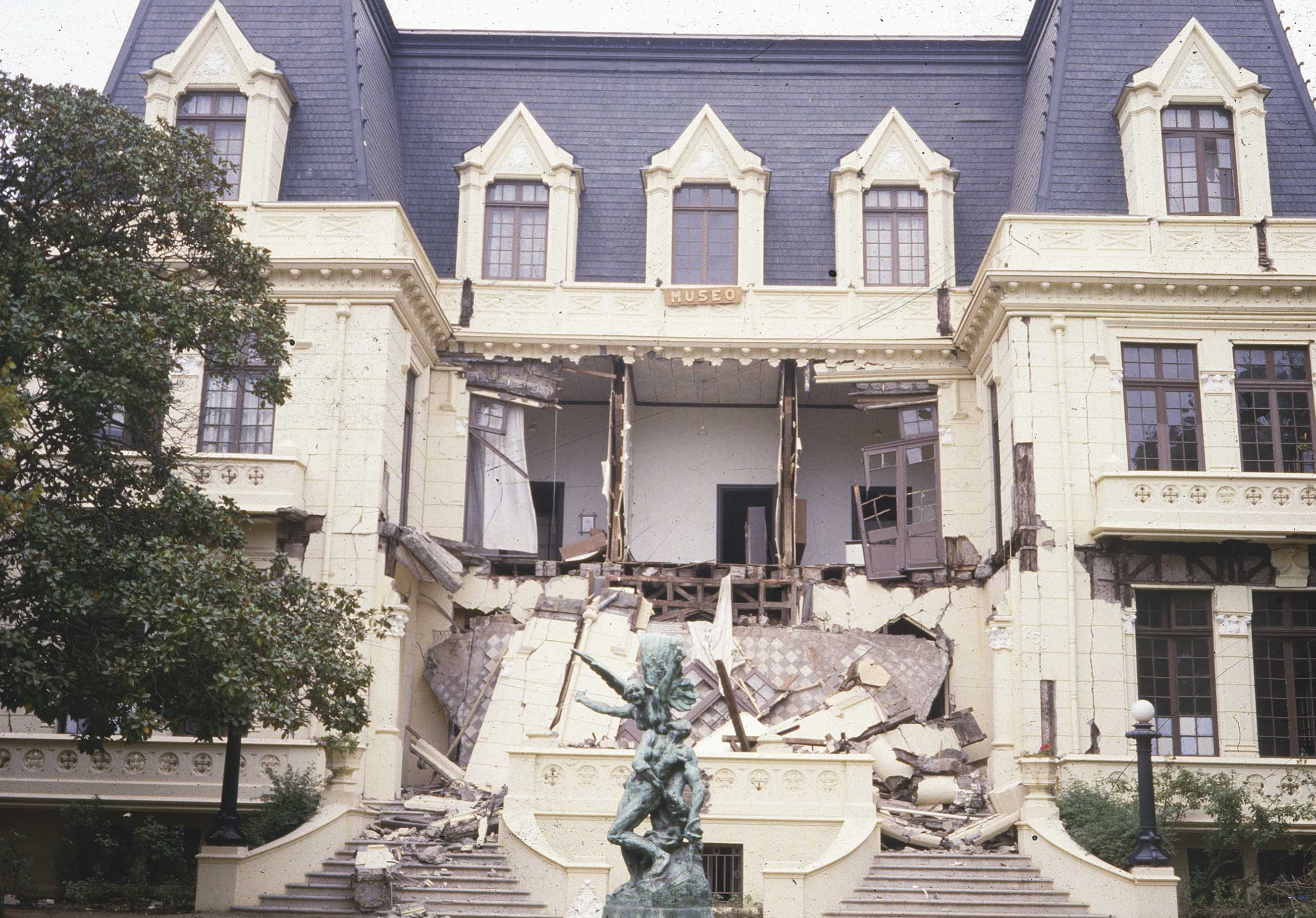 Enterreno - Fotos históricas de chile - fotos antiguas de Chile - Palacio Carrasco de Viña del Mar en 1985