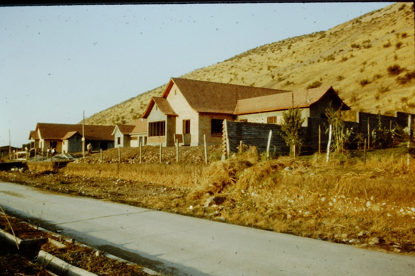 Enterreno - Fotos históricas de chile - fotos antiguas de Chile - Barrios del cerro Calán en los 60s
