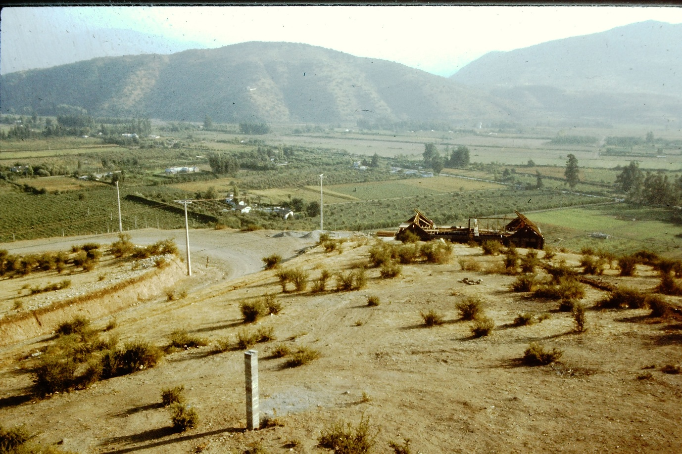 Enterreno - Fotos históricas de chile - fotos antiguas de Chile - Panorámica desde el Cerro Calán en los 60s