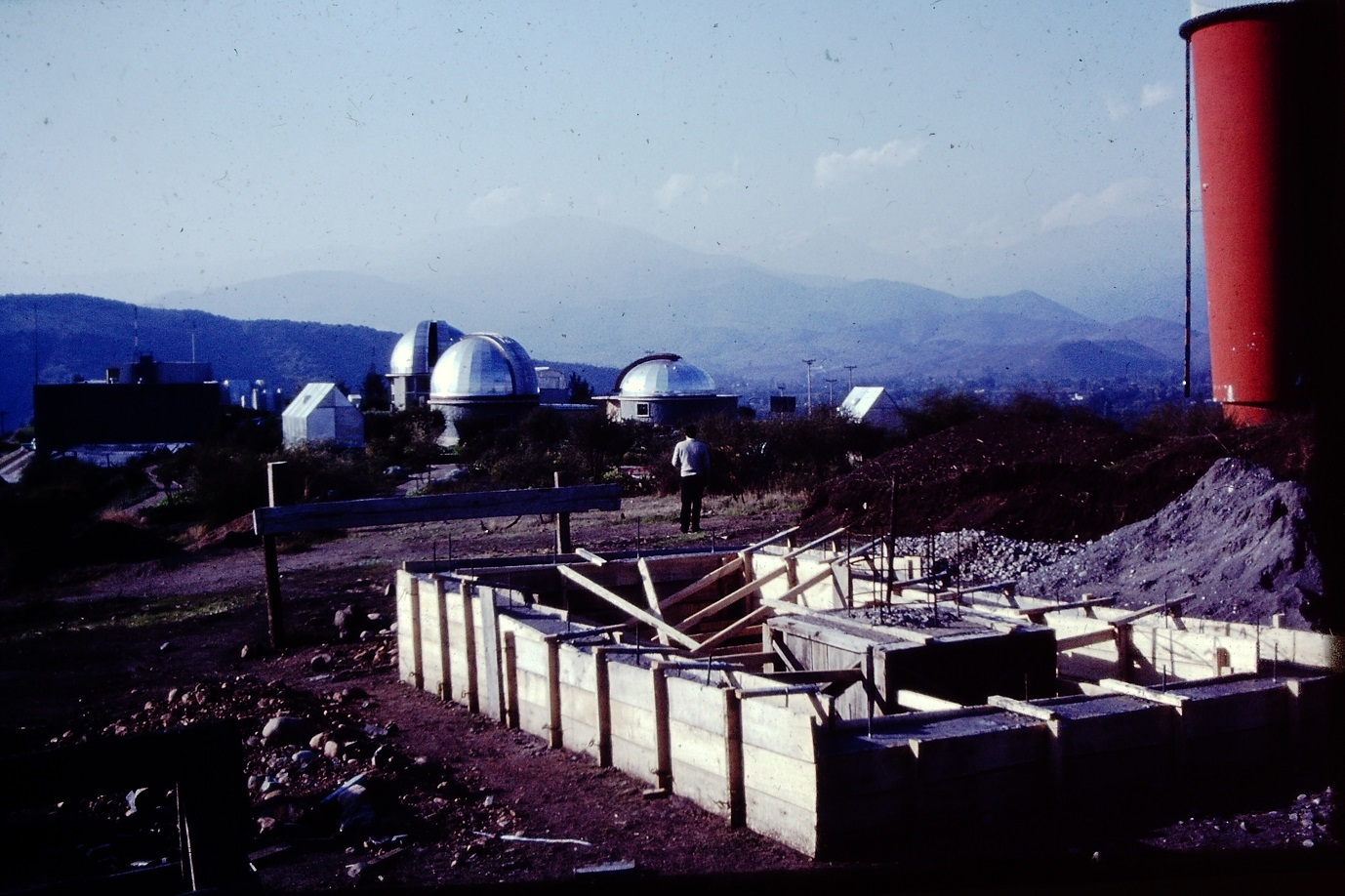 Enterreno - Fotos históricas de chile - fotos antiguas de Chile - Dependencias Observatorio Cerro Calán en los 60s