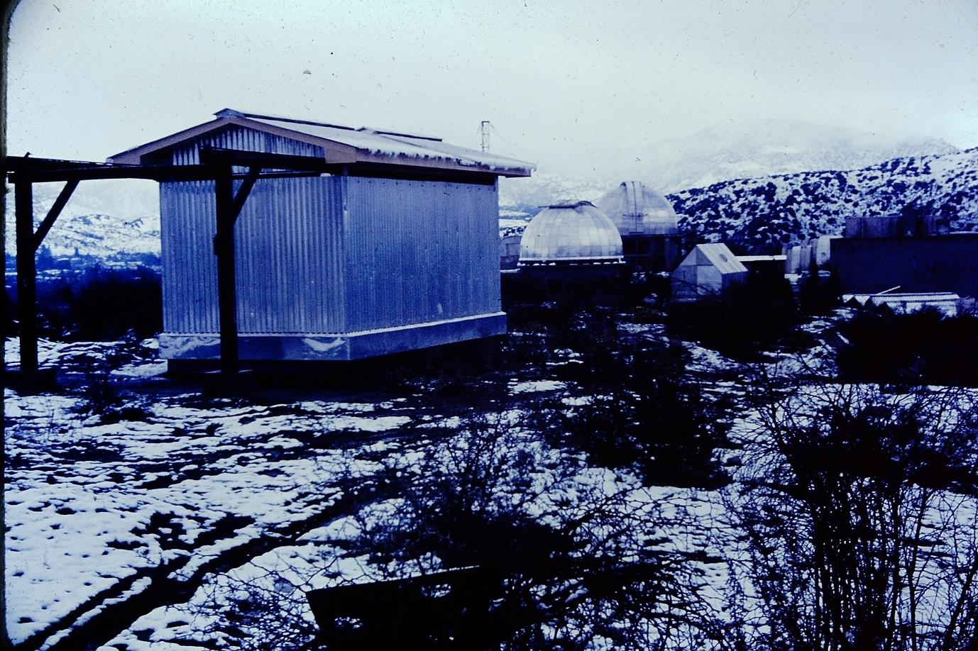 Enterreno - Fotos históricas de chile - fotos antiguas de Chile - Nevada en el Observatorio Cerro Calán en los 60s