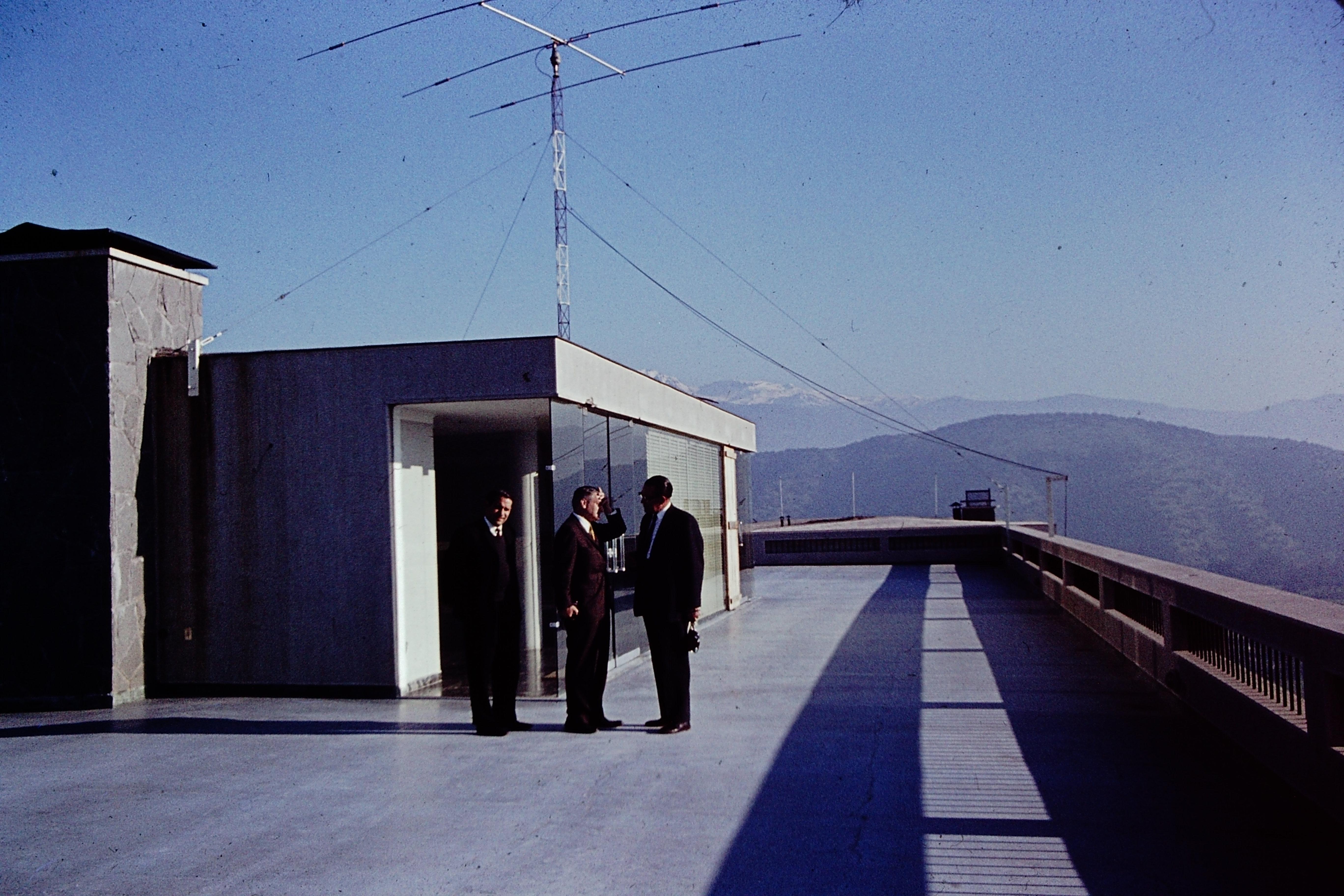 Enterreno - Fotos históricas de chile - fotos antiguas de Chile - Dependencias Observatorio Cerro Calán en los 60s