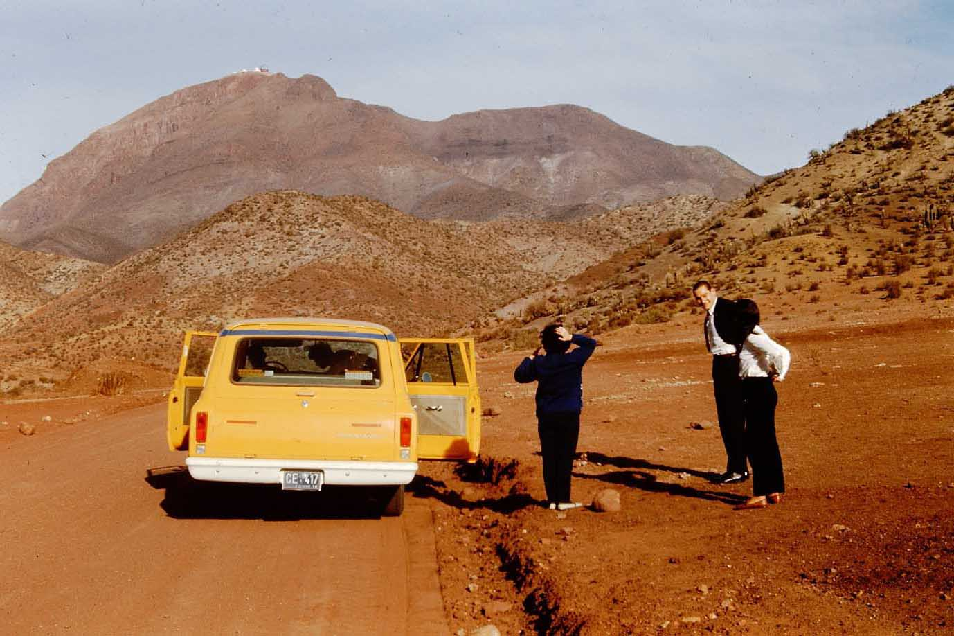 Enterreno - Fotos históricas de chile - fotos antiguas de Chile - Subida al Cerro Tololo en 1975
