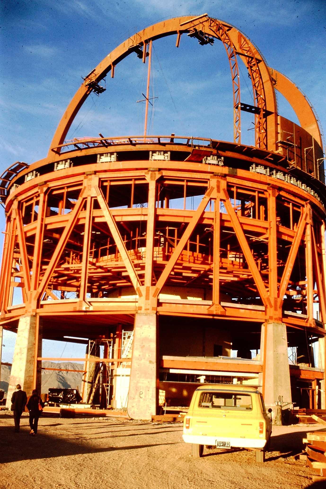 Enterreno - Fotos históricas de chile - fotos antiguas de Chile - Construcción telescopio en 1975