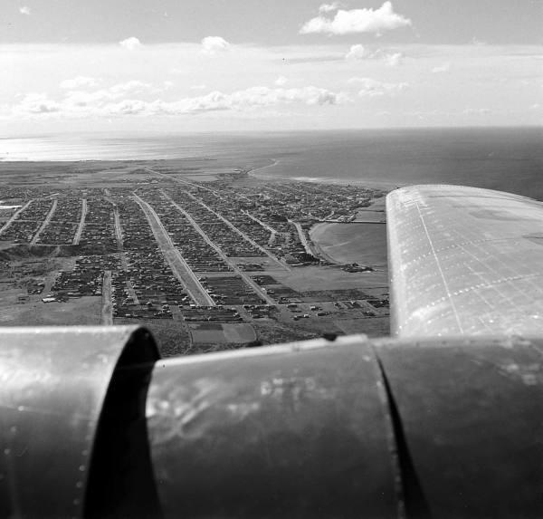 Enterreno - Fotos históricas de chile - fotos antiguas de Chile - Punta arenas desde el aire en 1950
