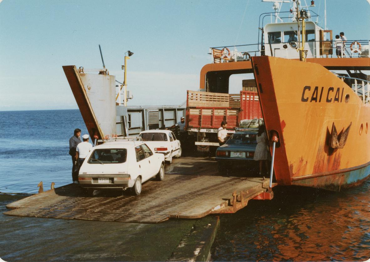 Enterreno - Fotos históricas de chile - fotos antiguas de Chile - Transbordo en Pargua en 1984