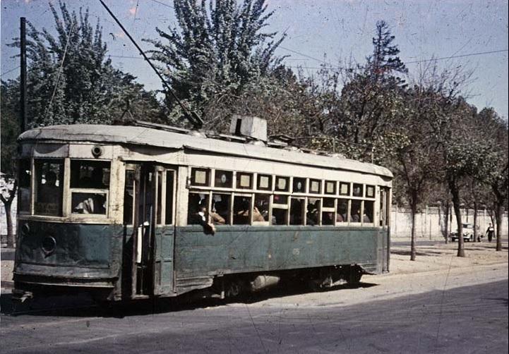 Enterreno - Fotos históricas de chile - fotos antiguas de Chile - Tranvía por Avenida Blanco Encalada en 1957