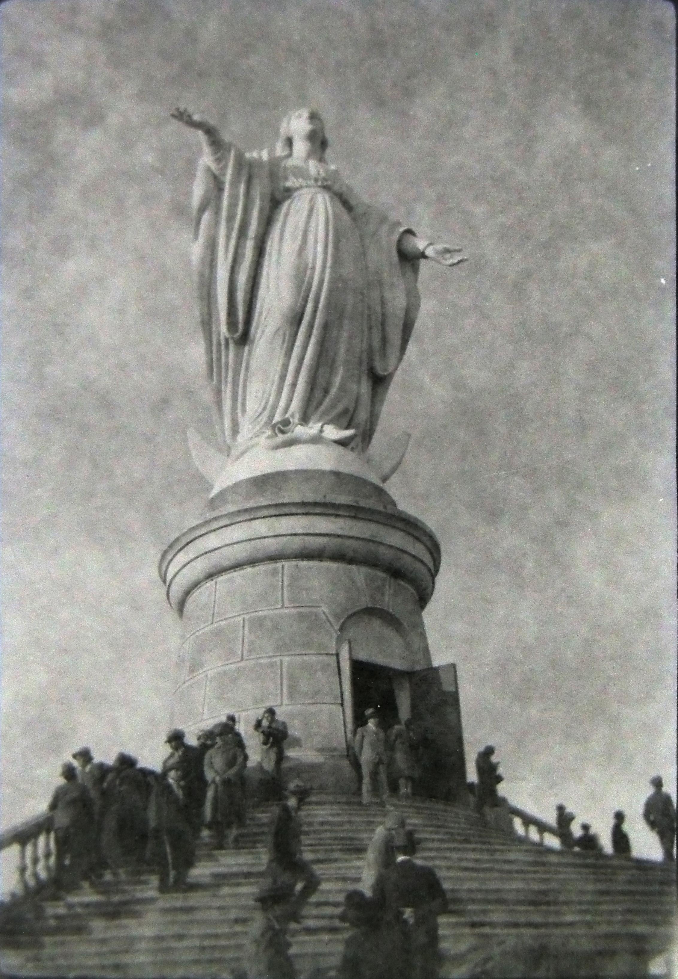 Enterreno - Fotos históricas de chile - fotos antiguas de Chile - Cumbre de Cerro San Cristóbal en 1950