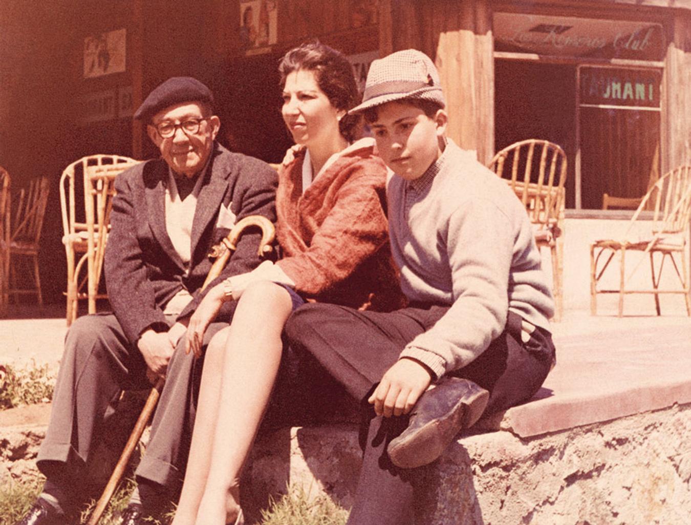 Enterreno - Fotos históricas de chile - fotos antiguas de Chile - Alberto Romero y su hija Graciela Romero en 1960