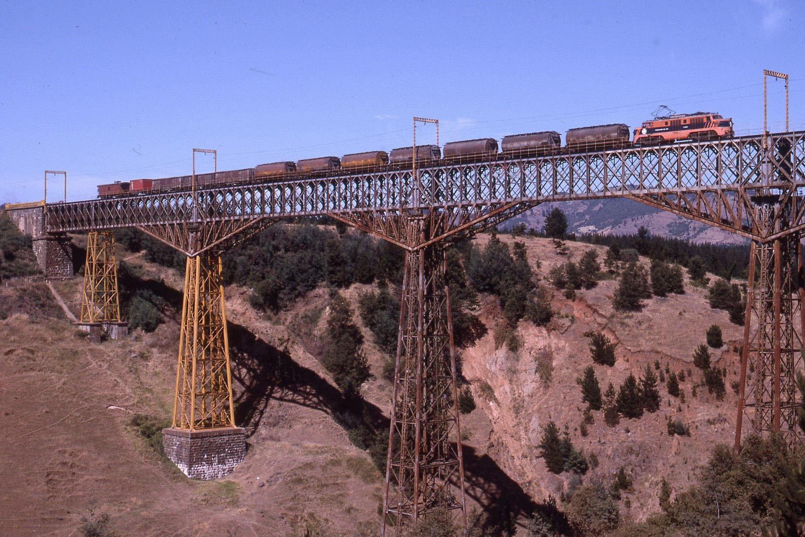 Enterreno - Fotos históricas de chile - fotos antiguas de Chile - Viaducto del Malleco en 1994