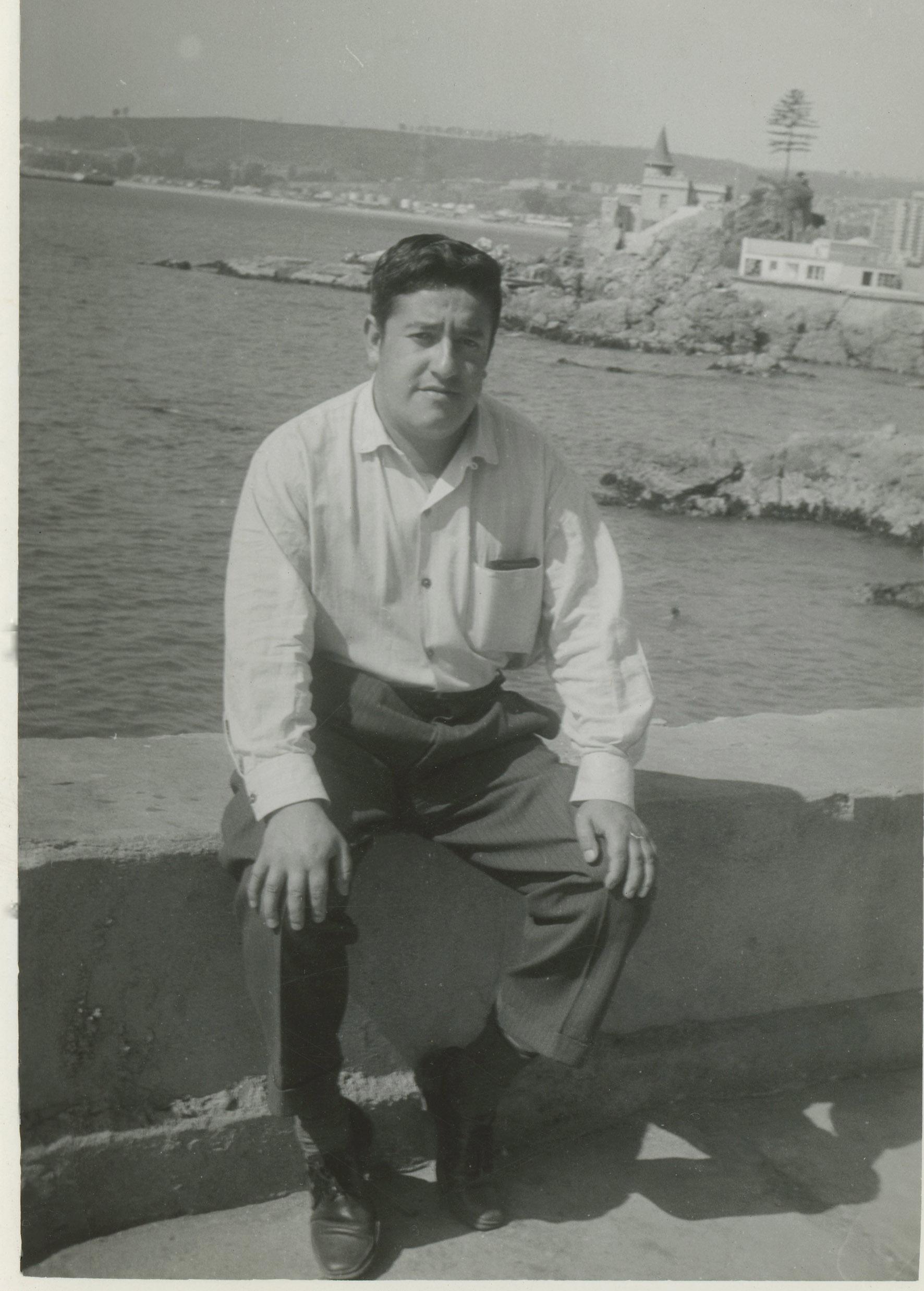 Enterreno - Fotos históricas de chile - fotos antiguas de Chile - Hombre en Viña del mar en 1969