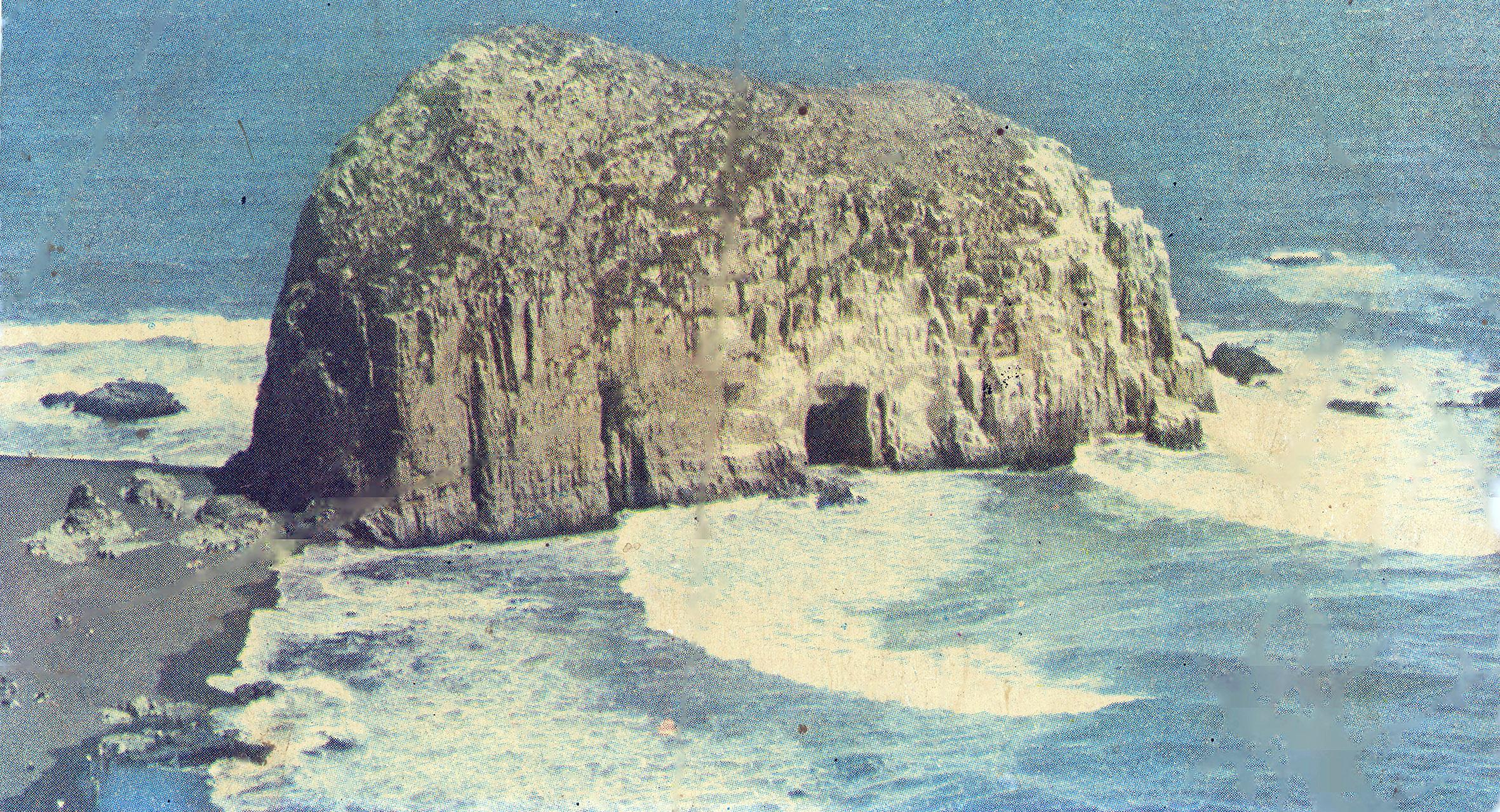 Enterreno - Fotos históricas de chile - fotos antiguas de Chile - Piedra de la Iglesia, Constitución en los años 70