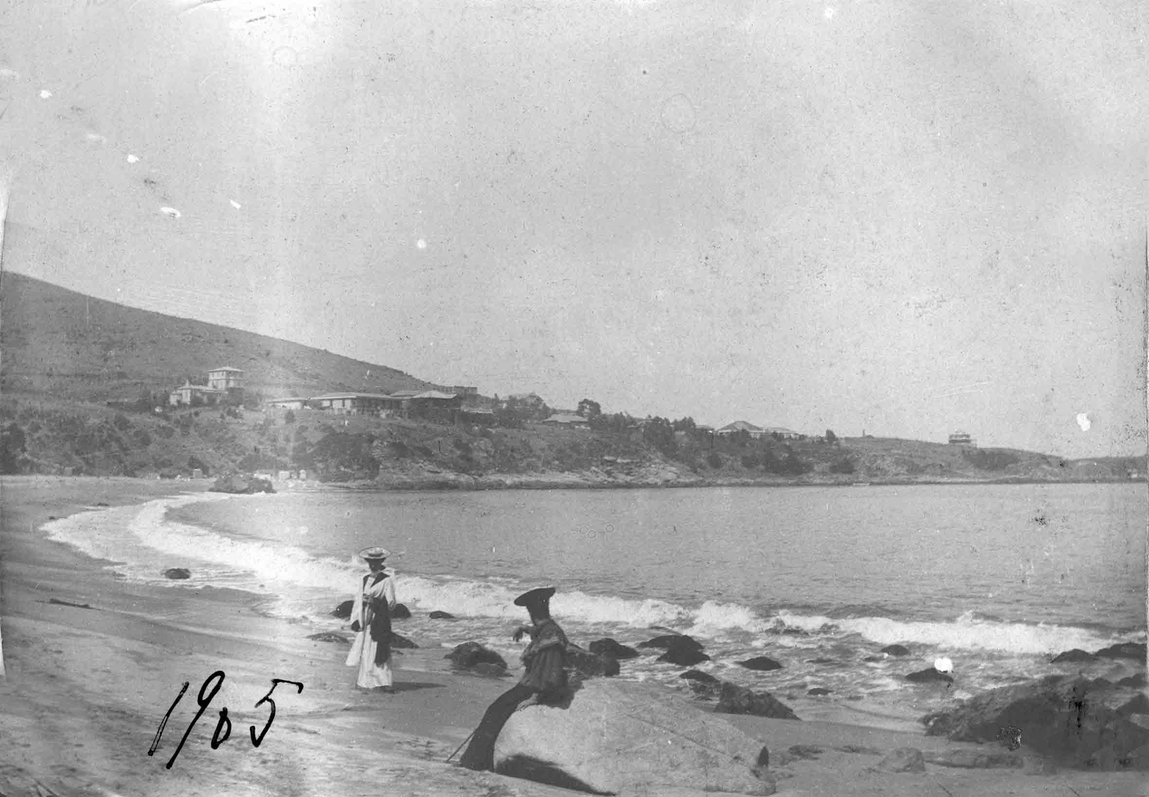 Enterreno - Fotos históricas de chile - fotos antiguas de Chile - Playa de Zapallar en 1905
