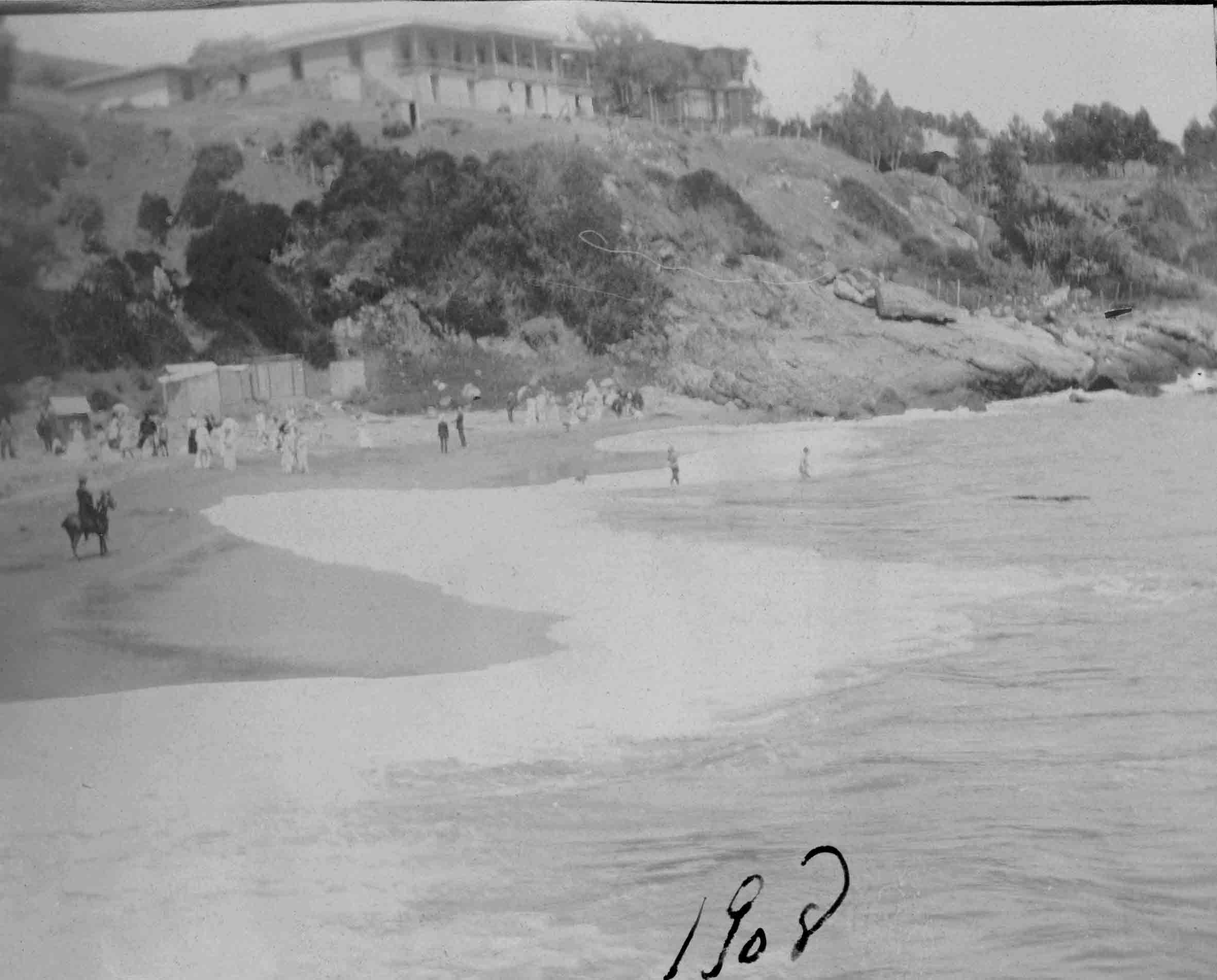 Enterreno - Fotos históricas de chile - fotos antiguas de Chile - Playa de Zapallar en 1908