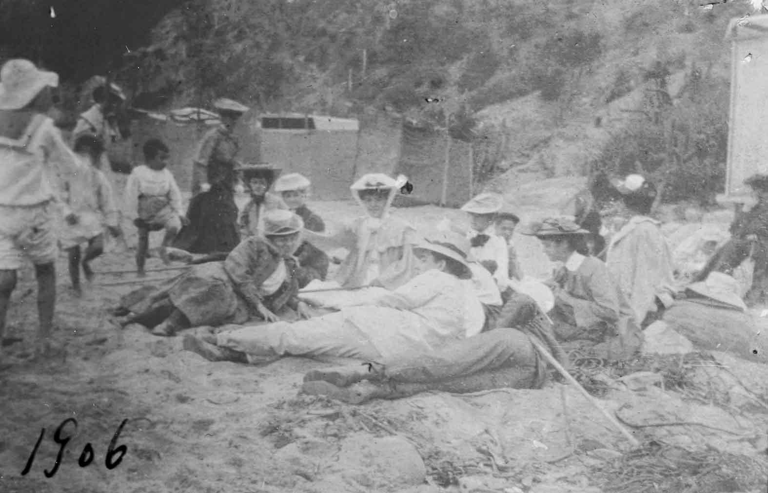 Enterreno - Fotos históricas de chile - fotos antiguas de Chile - Playa de Zapallar en 1907
