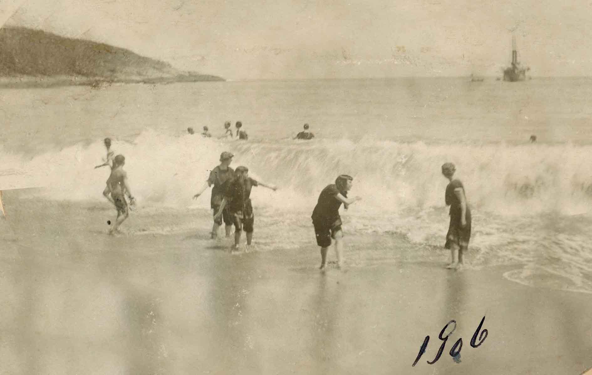 Enterreno - Fotos históricas de chile - fotos antiguas de Chile - Playa de Zapallar en 1906