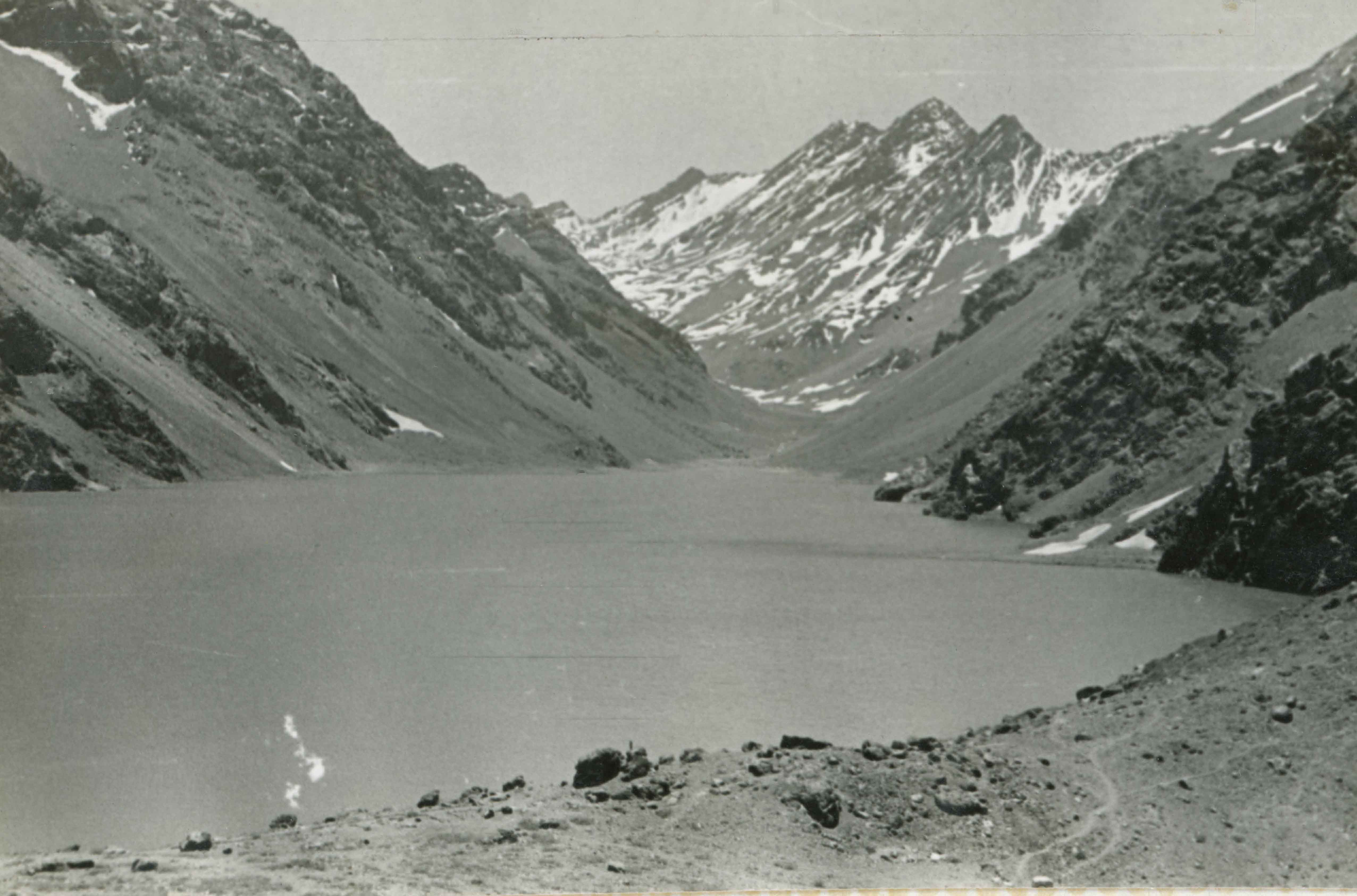Enterreno - Fotos históricas de chile - fotos antiguas de Chile - Laguna del Inca en 1945