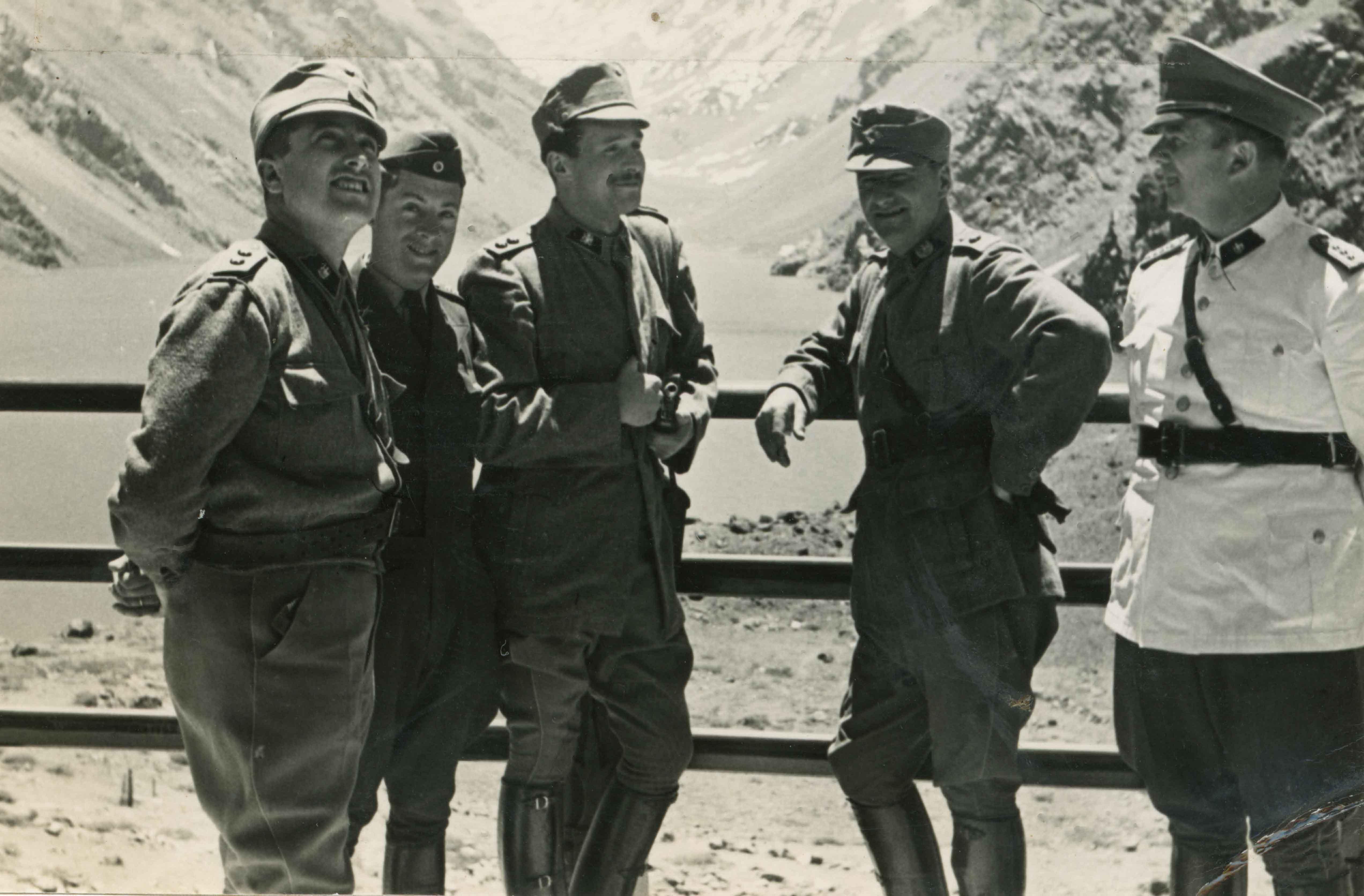 Enterreno - Fotos históricas de chile - fotos antiguas de Chile - Militares en la Laguna del Inca en 1945