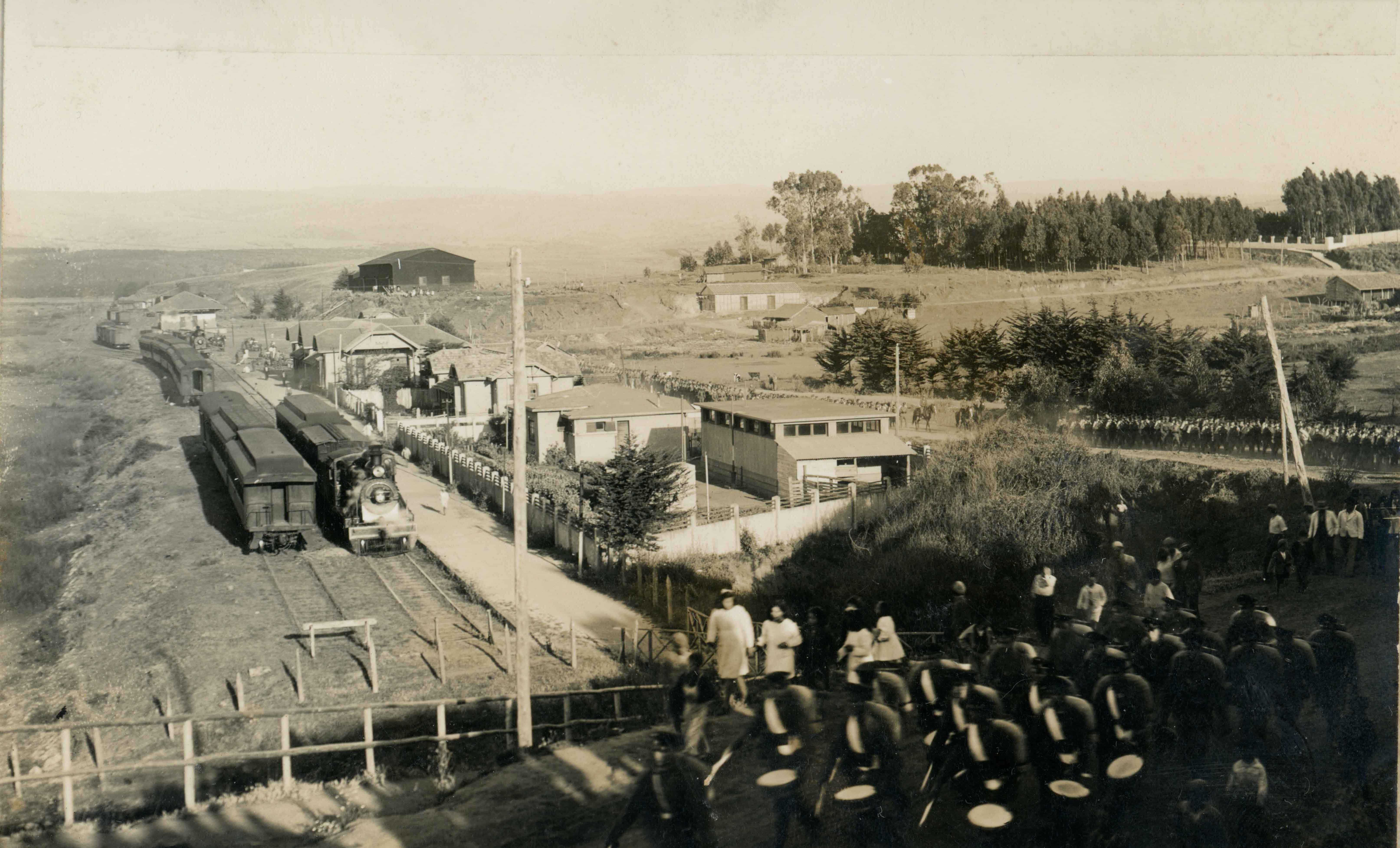 Enterreno - Fotos históricas de chile - fotos antiguas de Chile - Campaña de cadetes en Pichilemu, 1944