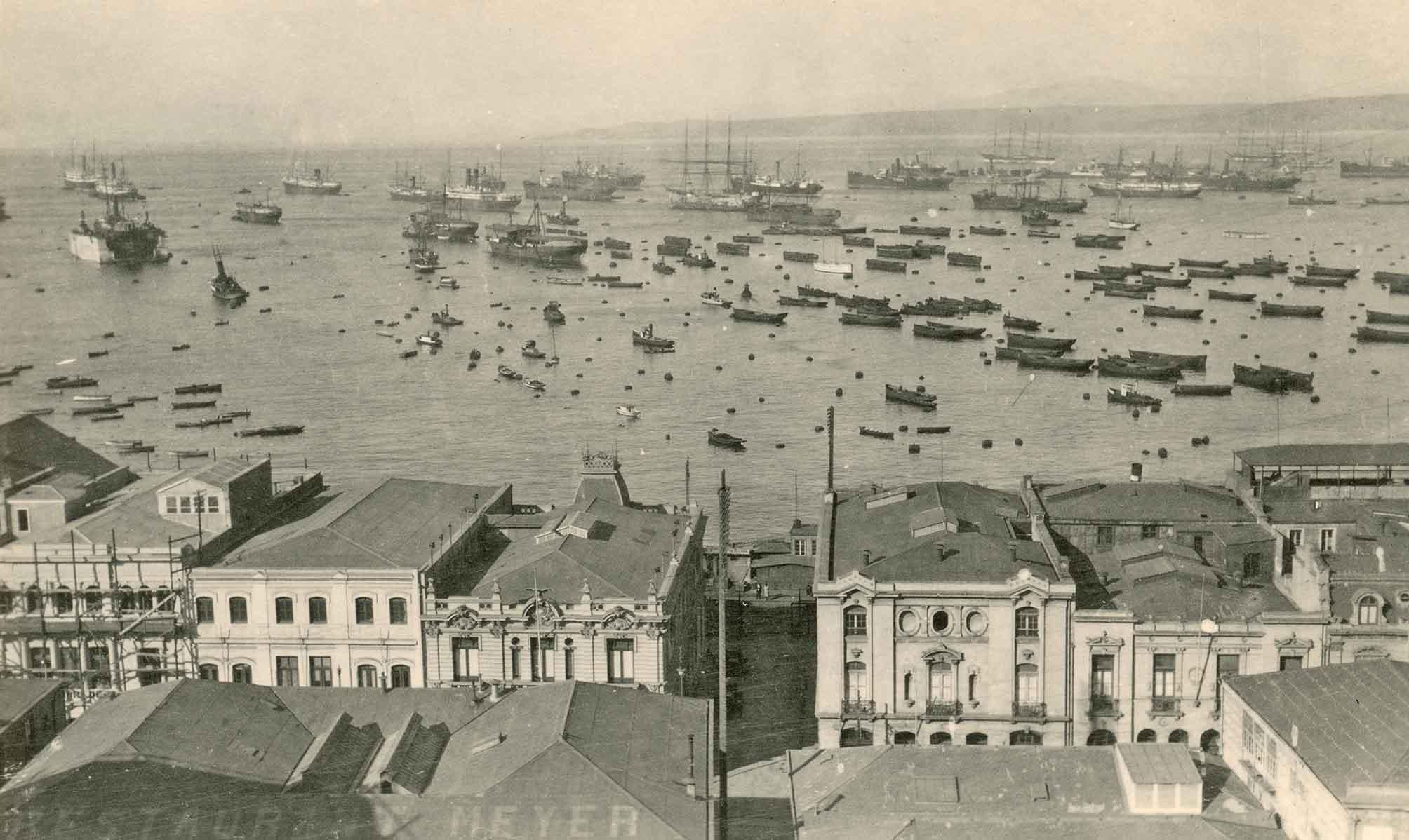 Enterreno - Fotos históricas de chile - fotos antiguas de Chile - Bahía de Valparaíso a principios de 1900