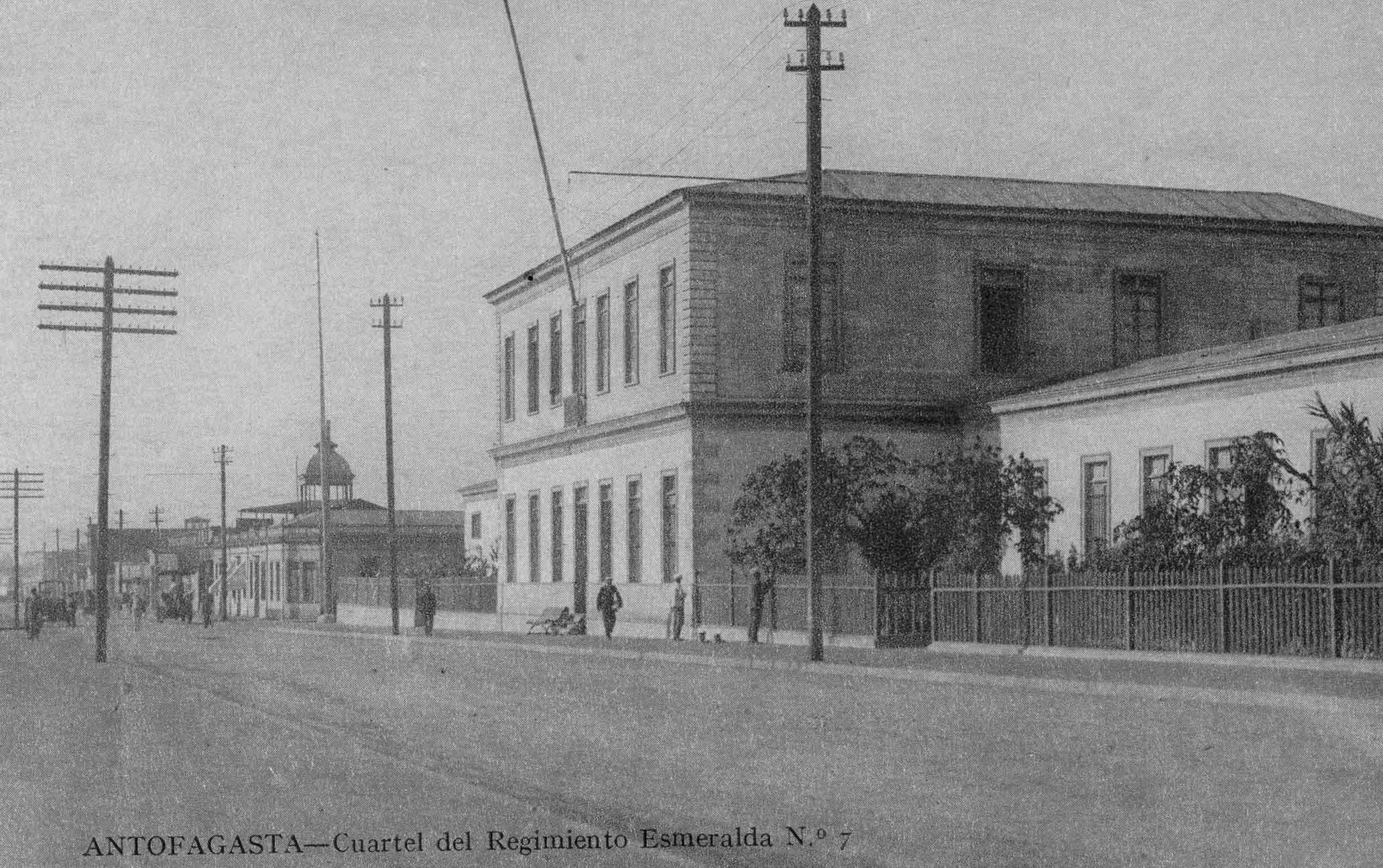Enterreno - Fotos históricas de chile - fotos antiguas de Chile - Cuartel Regimiento Esmeralda ca. 1920