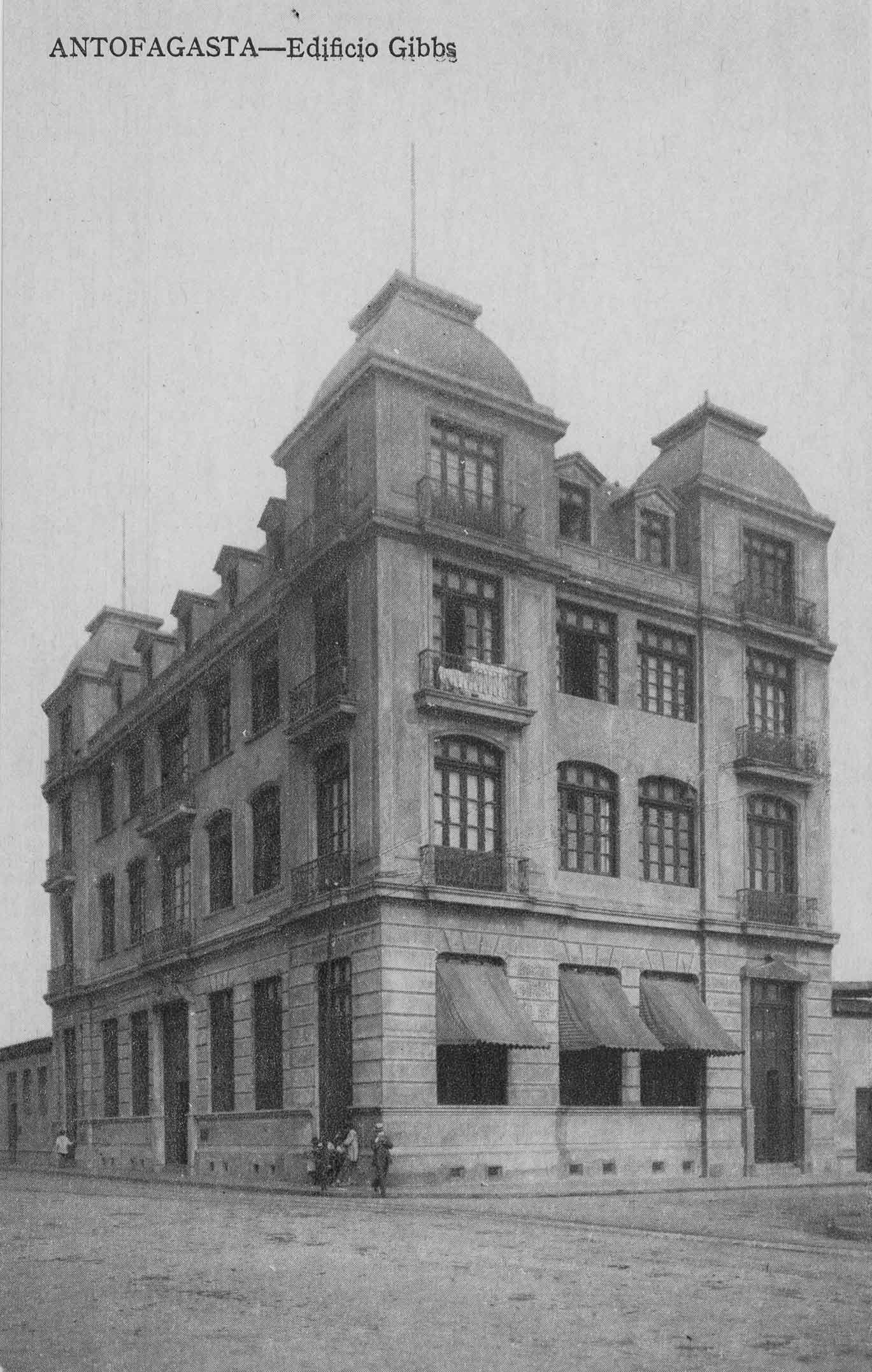 Enterreno - Fotos históricas de chile - fotos antiguas de Chile - Edificio Gibbs de Antofagasta ca. 1920