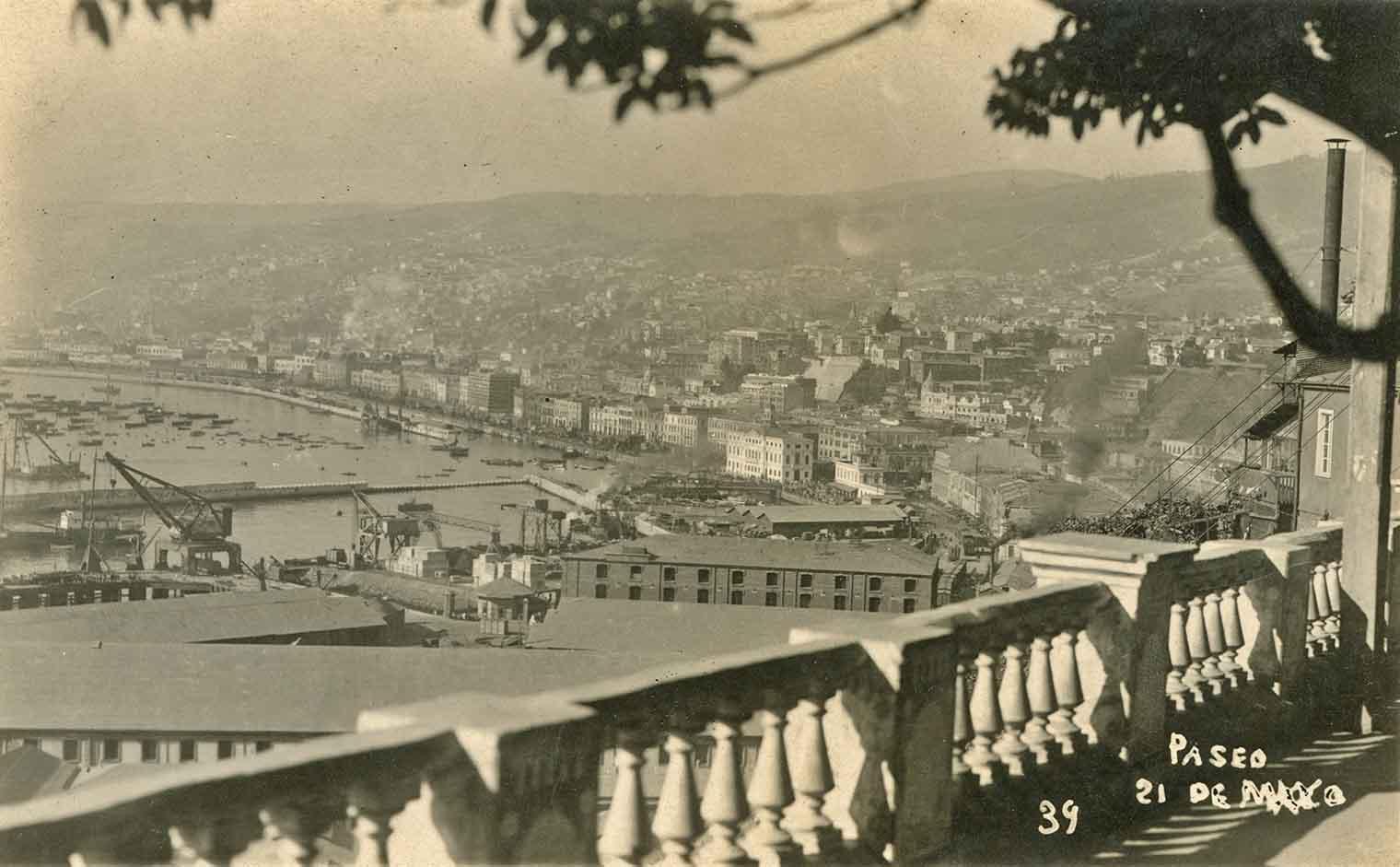 Enterreno - Fotos históricas de chile - fotos antiguas de Chile - Vista de Valparaíso en 1925