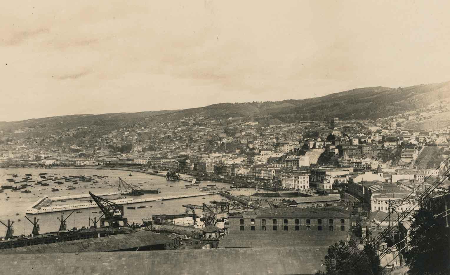 Enterreno - Fotos históricas de chile - fotos antiguas de Chile - Vista general de Valparaíso en 1924